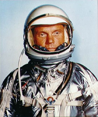 File:John Glenn in his Mercury pressure suit 2.jpg