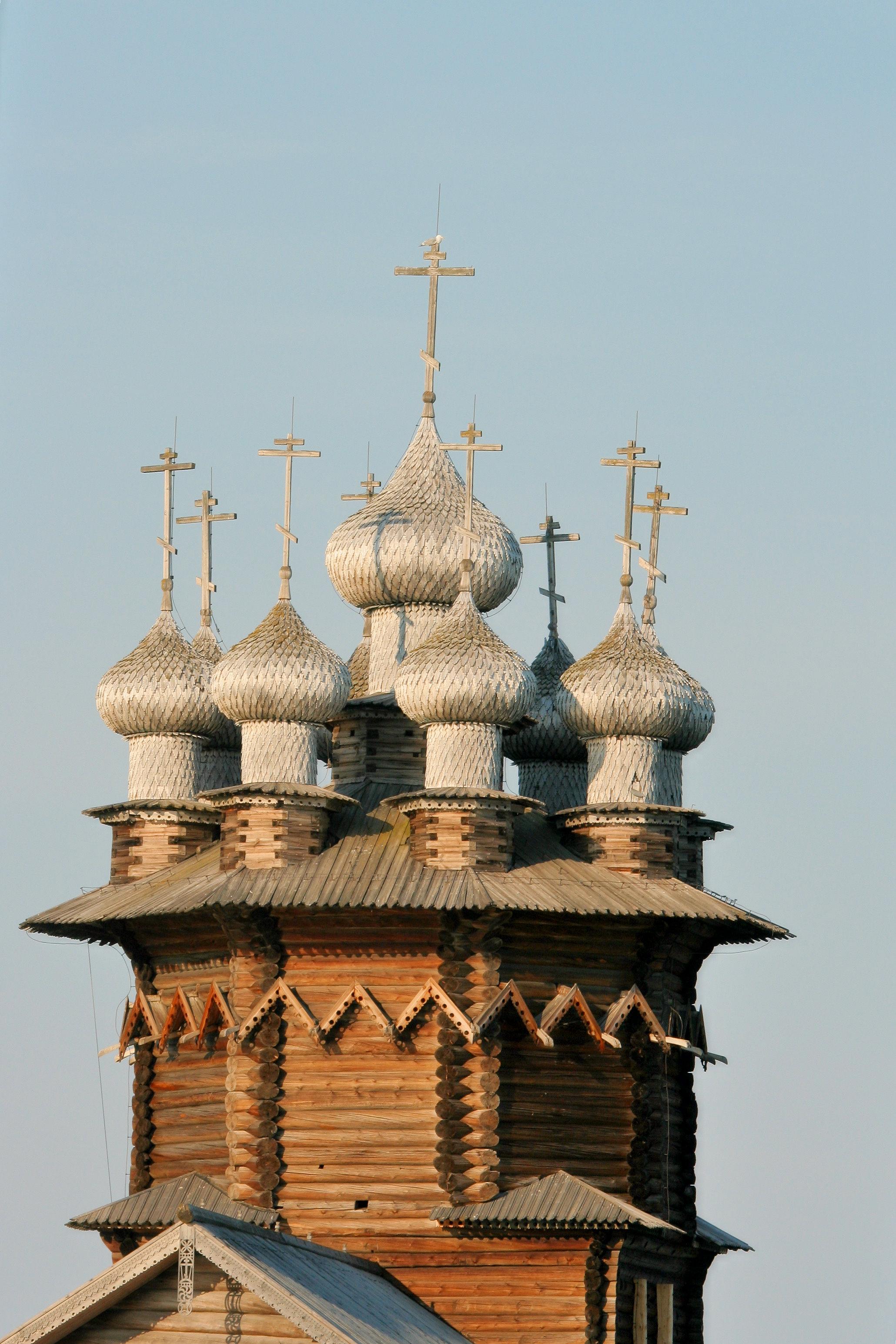 Eine der ersten aufwändigen Blockhaus-Kirchen erbaut Anfang des 18. Jh.s in Russland - Foto via Wikimedia Commons