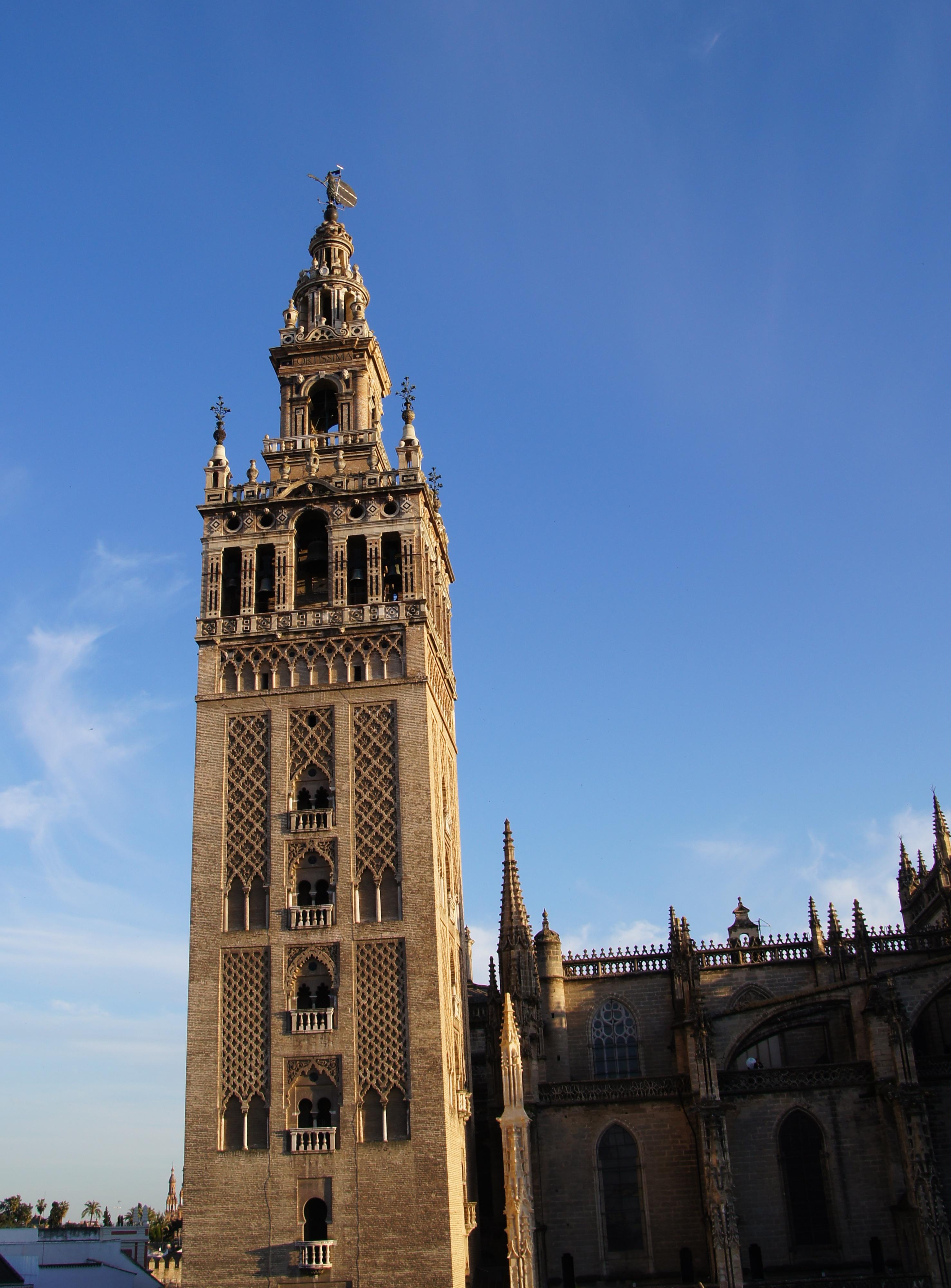 Севилья Хиральда башня  № 3704596  скачать