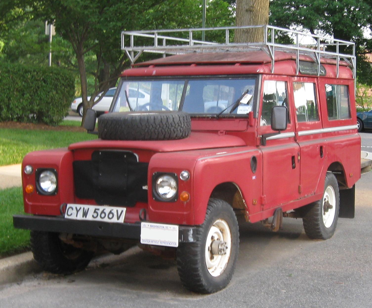 FileLand Rover Defender 4-door.jpg & File:Land Rover Defender 4-door.jpg - Wikimedia Commons
