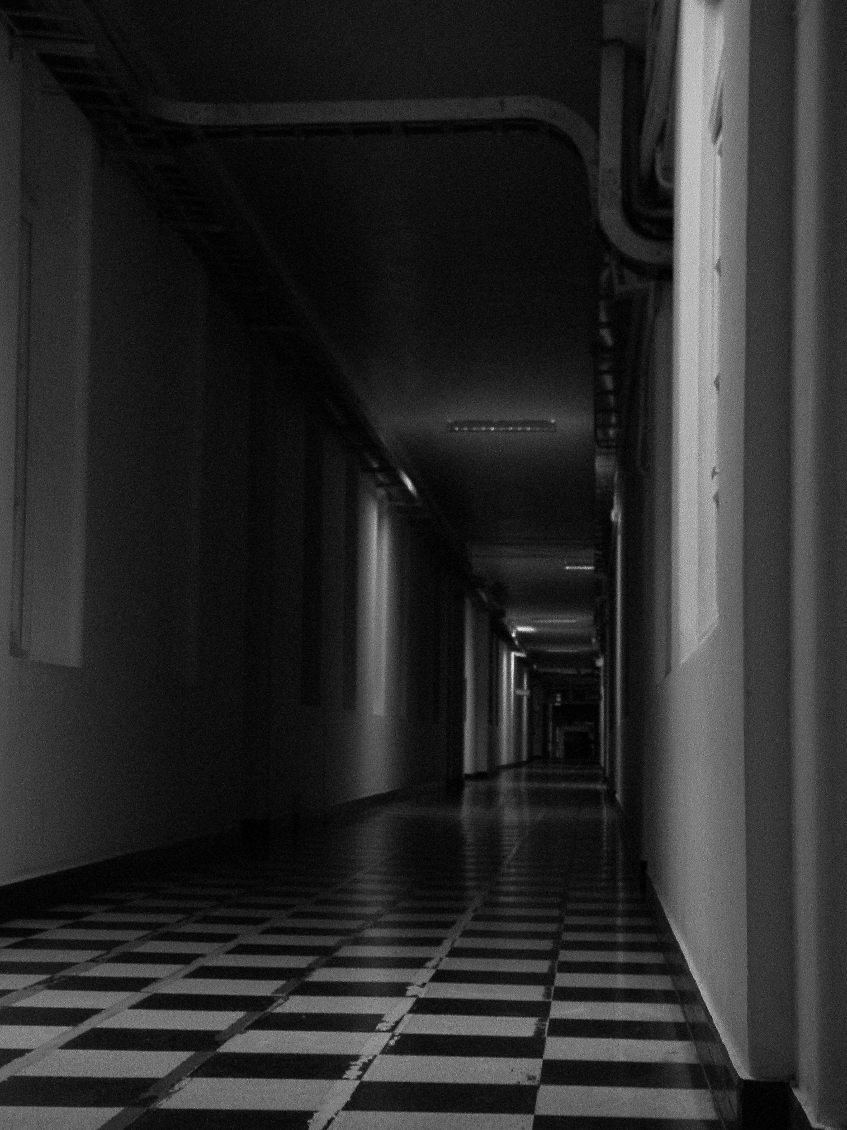 File largos pasillos oscuros hospital del salvador jpg - Fotos de pasillos de casas ...