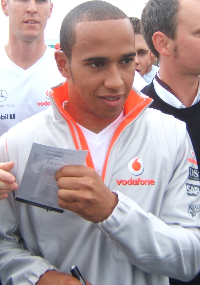 Lewis Hamilton Arabalı S 246 Zl 252 K