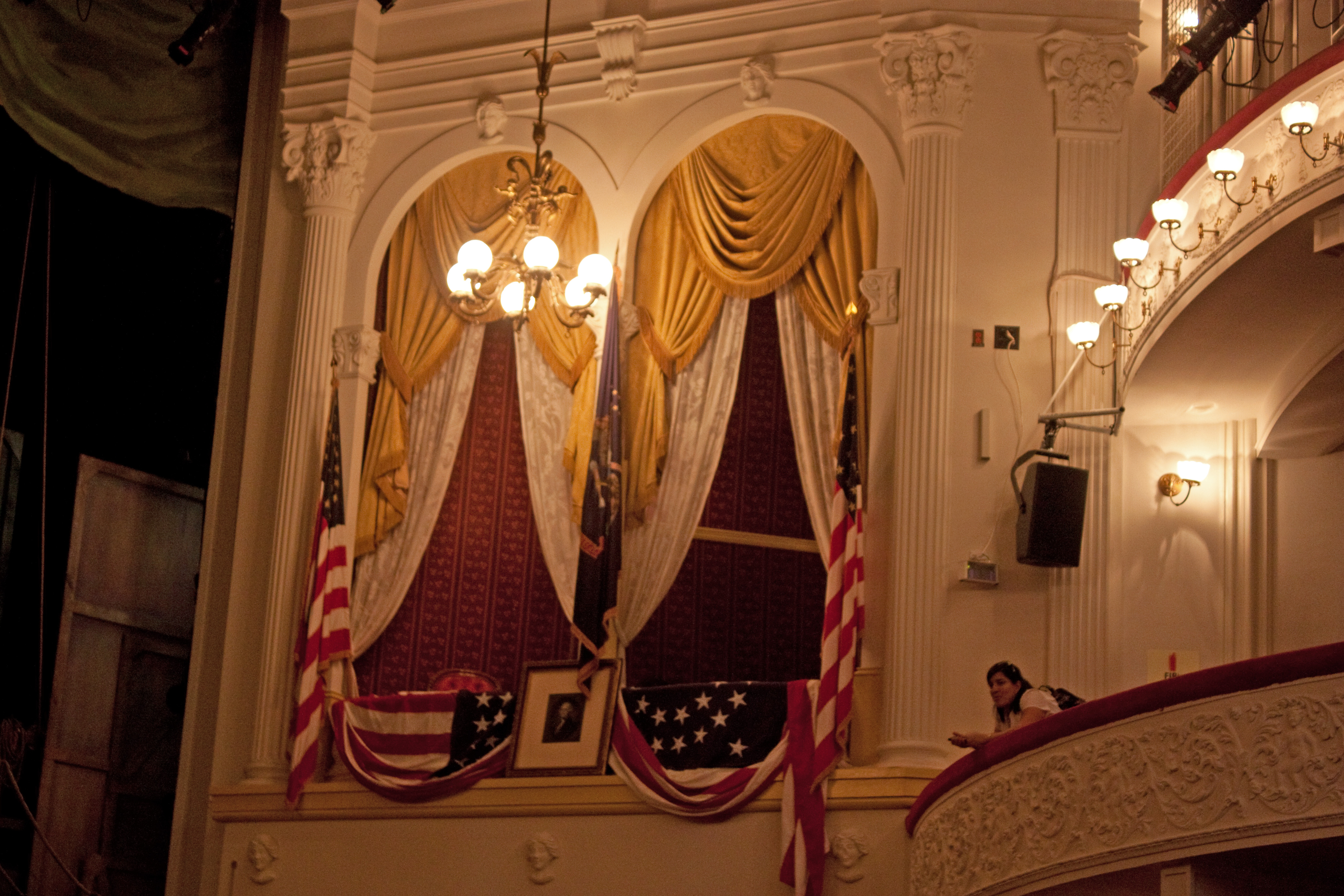 File lincoln box at ford 39 s theatre washington d c jpg wikimedia commons