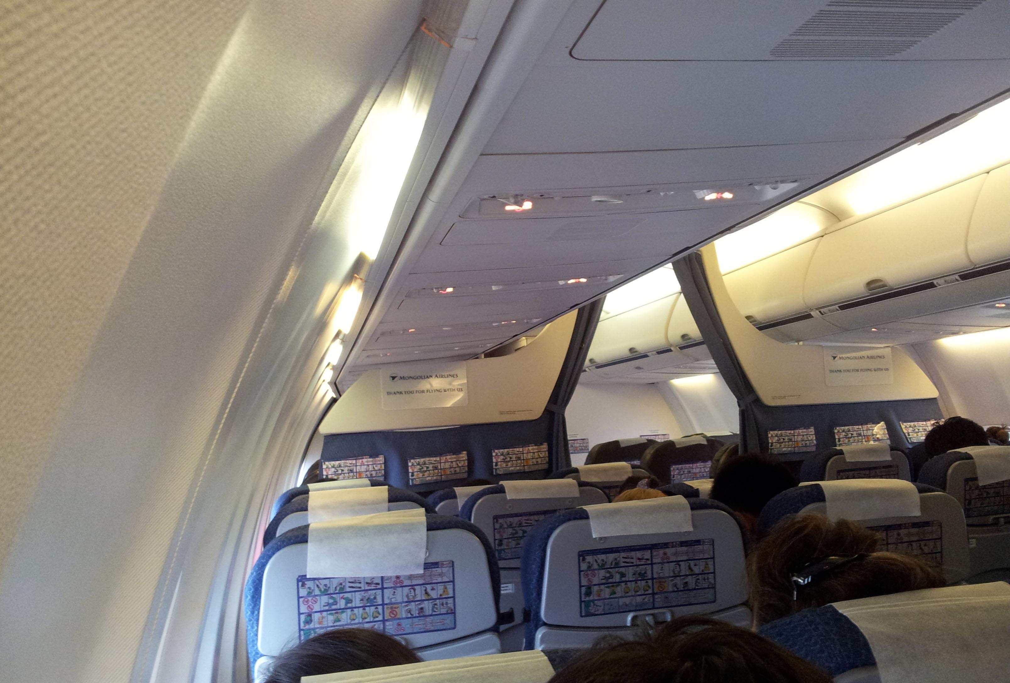 Boeing 737 800 aircraft inside image - File Miat Boeing 737 800 Interior Jpg