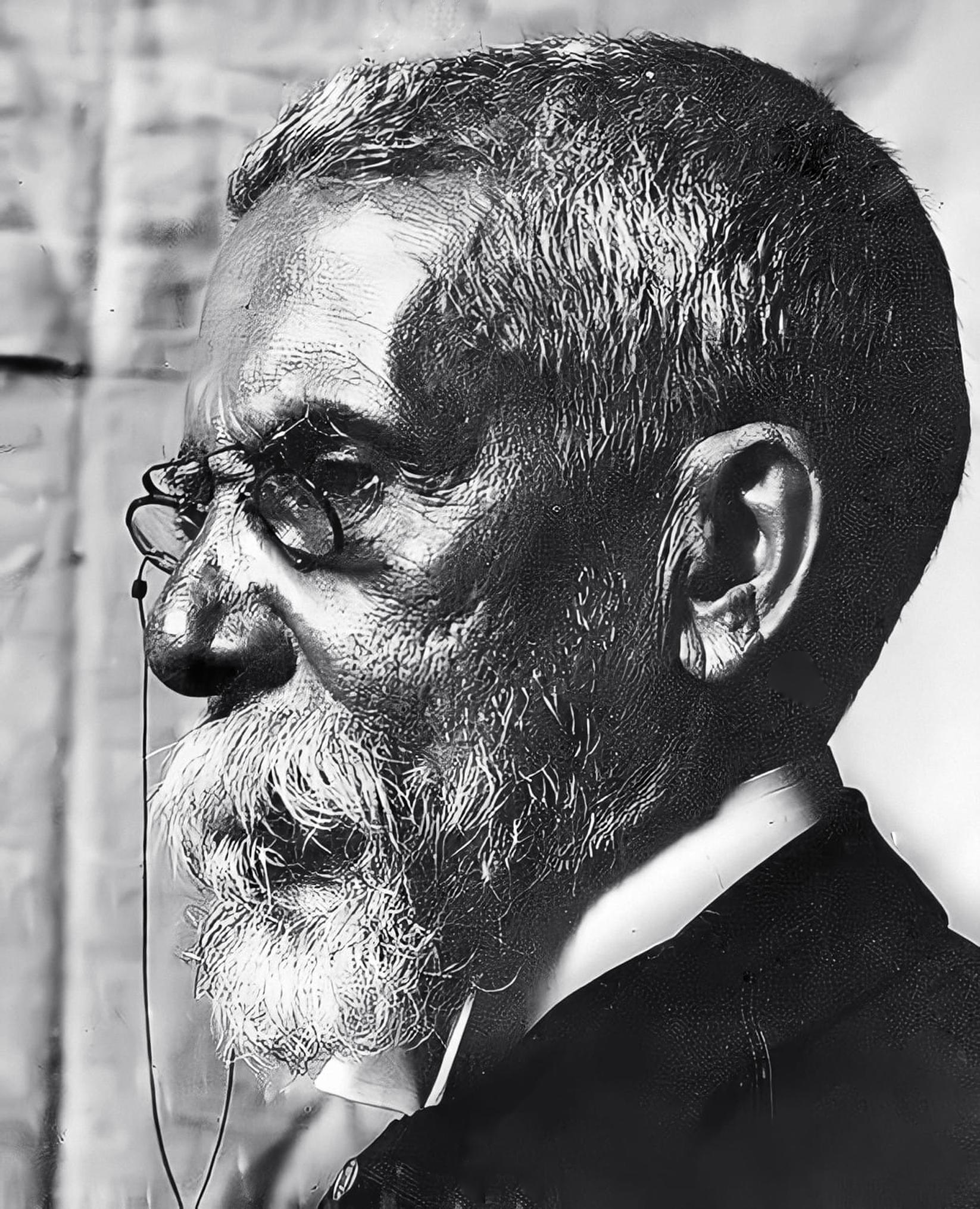 Machado de Assis in 1904.<br /> [[Brazilian National Archives]]
