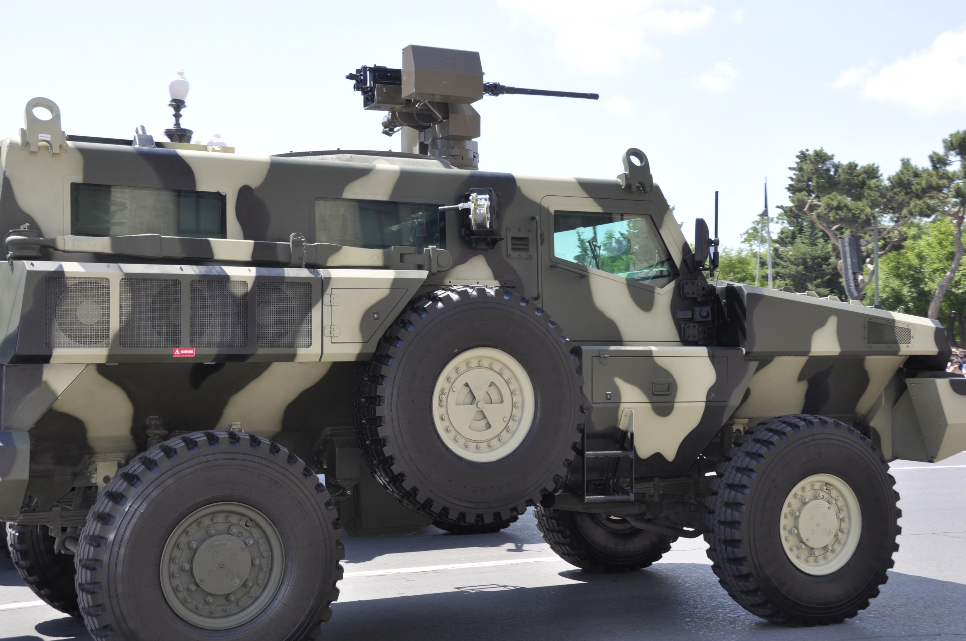 المانيا تمنح تونس 10 ملايين يورو لشراء مدرعات من نوع ''ماردر'' Military_parade_in_Baku_on_an_Army_Day7