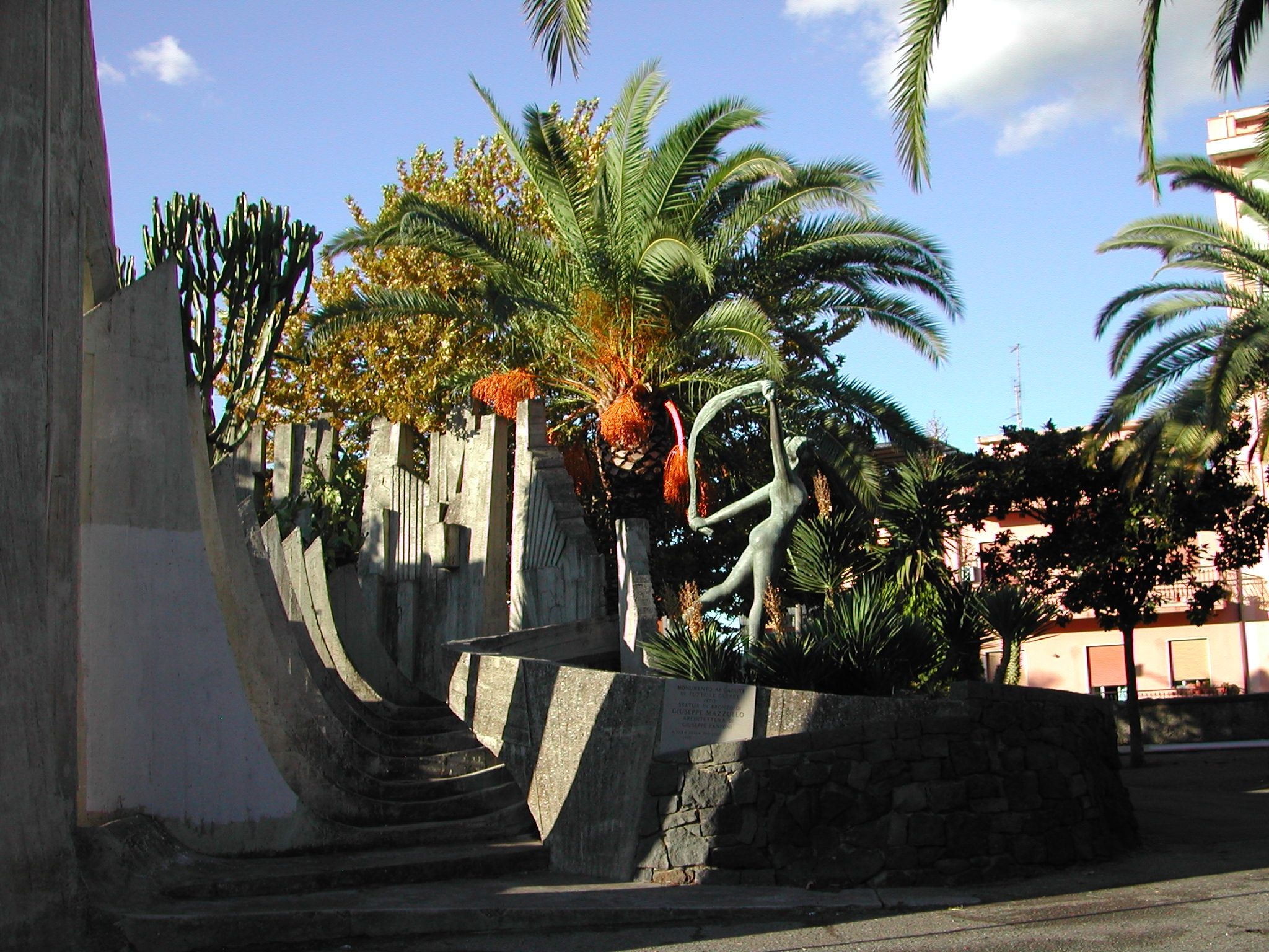 File monumento ai caduti di tutte le guerre barcellona for Arredamenti barcellona pozzo di gotto