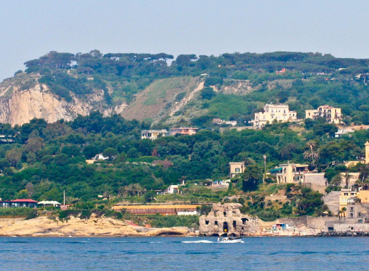 File:Napoli - Casa o Palazzo degli Spiriti (Posillipo).jpg - Wikipedia