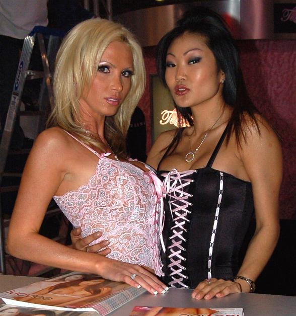 FileNikki Benz Lucy Lee at 2006 AEE Thursday 2jpg