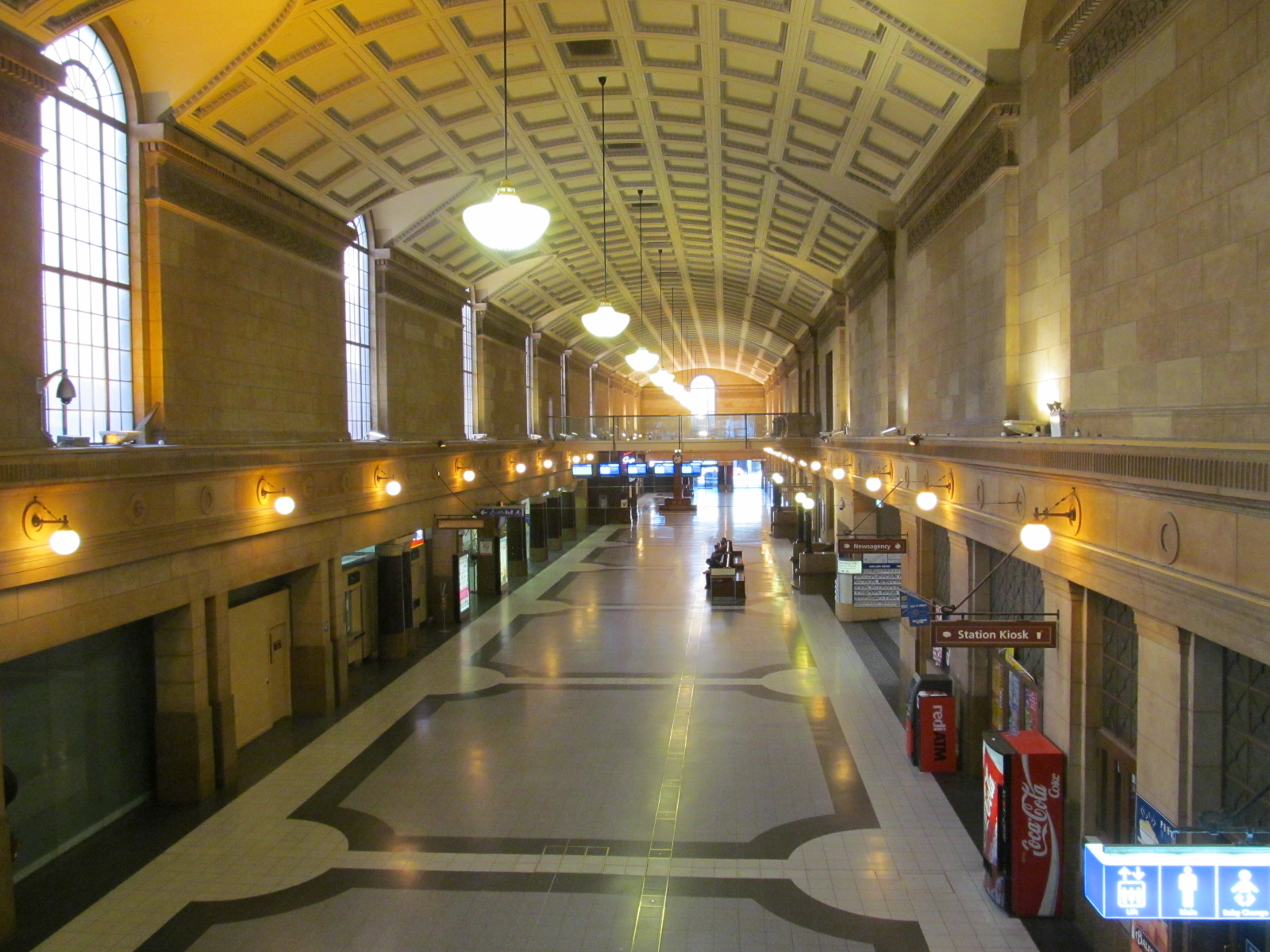 OIC_adelaide_railway_station_interior.jpg