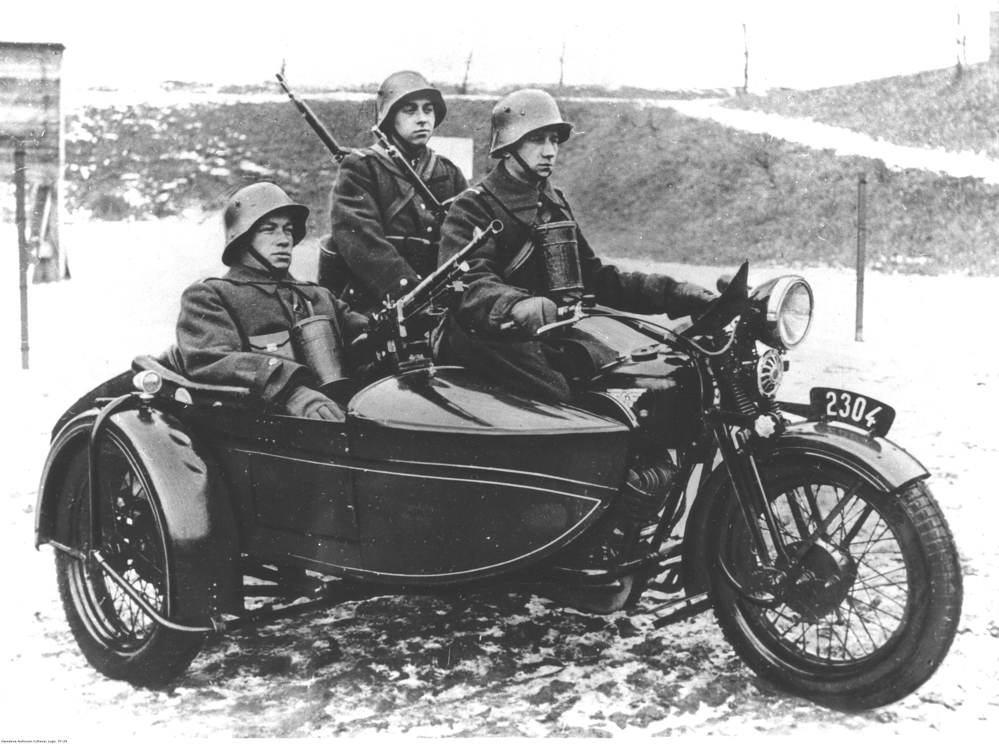 PIC_37-24_01938_10th_Motorized_Cavalry_B