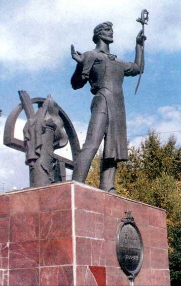 Памятник И. Н. Бушуеву