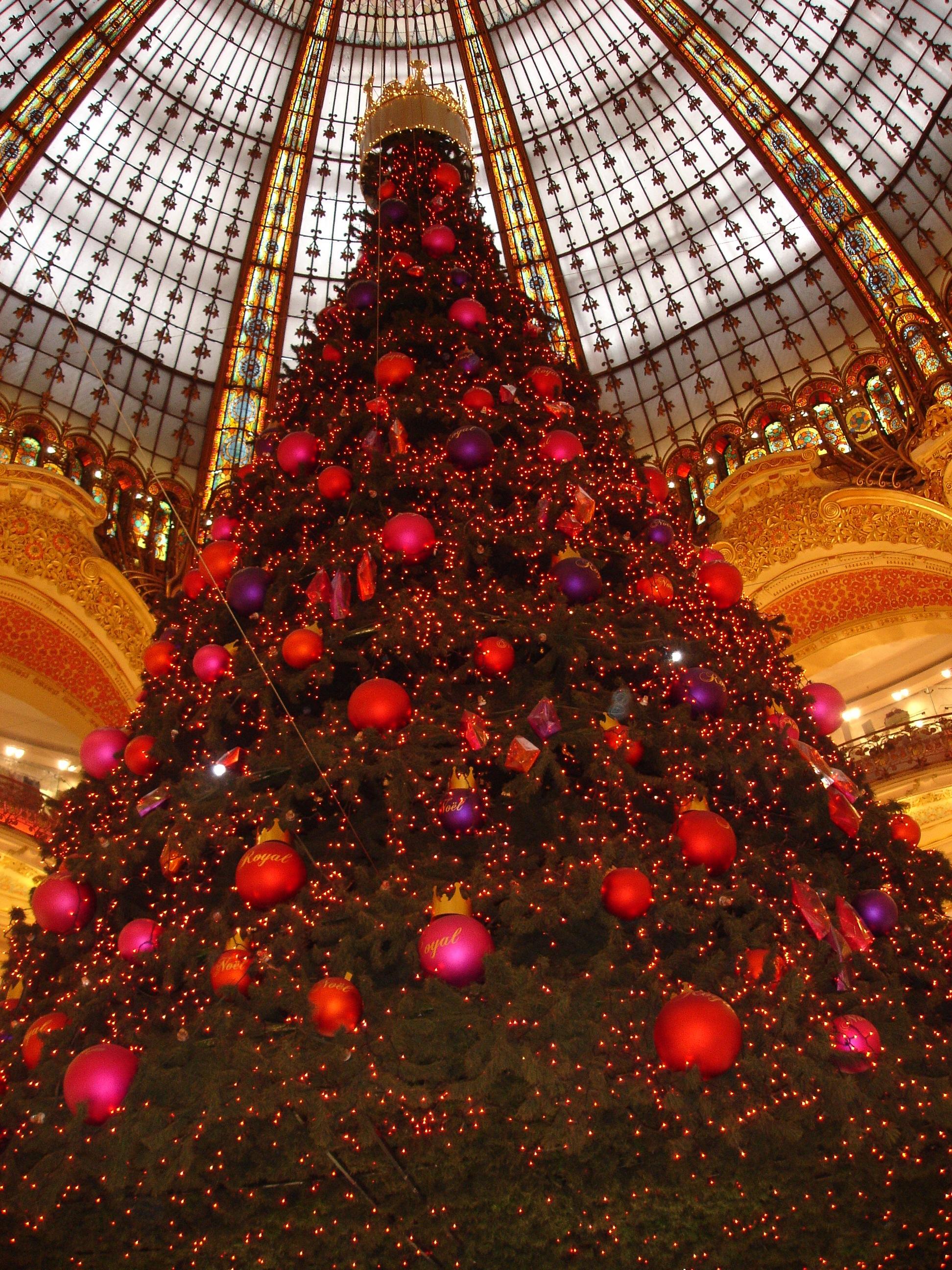 #BB8A10 File:Paris Galeries Lafayettes Sapin De Noel 2005 11 28  5431 décorations de noel galeries lafayette 1944x2592 px @ aertt.com