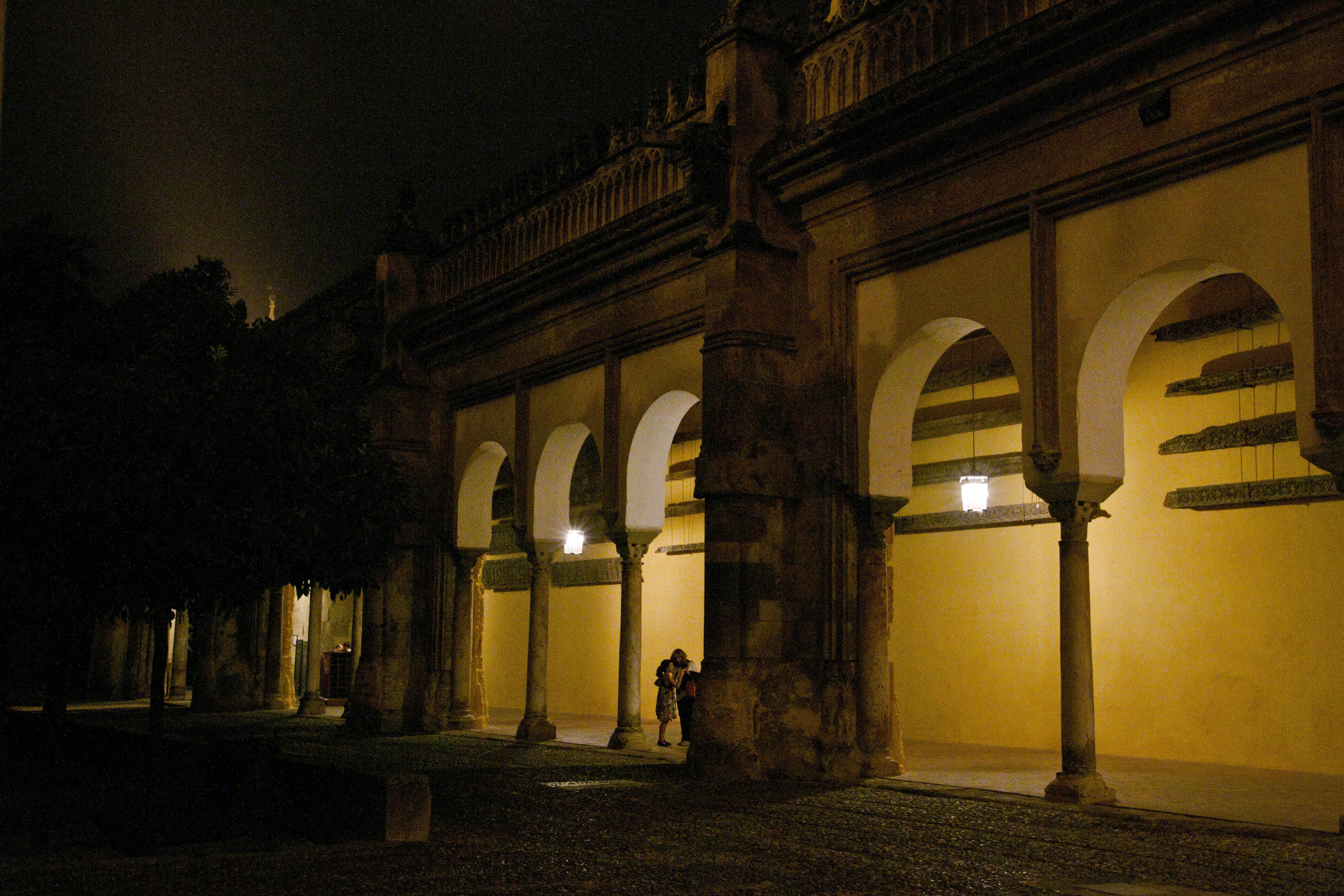 File patio de los naranjos por la noche mezquita de - Mezquita de cordoba de noche ...