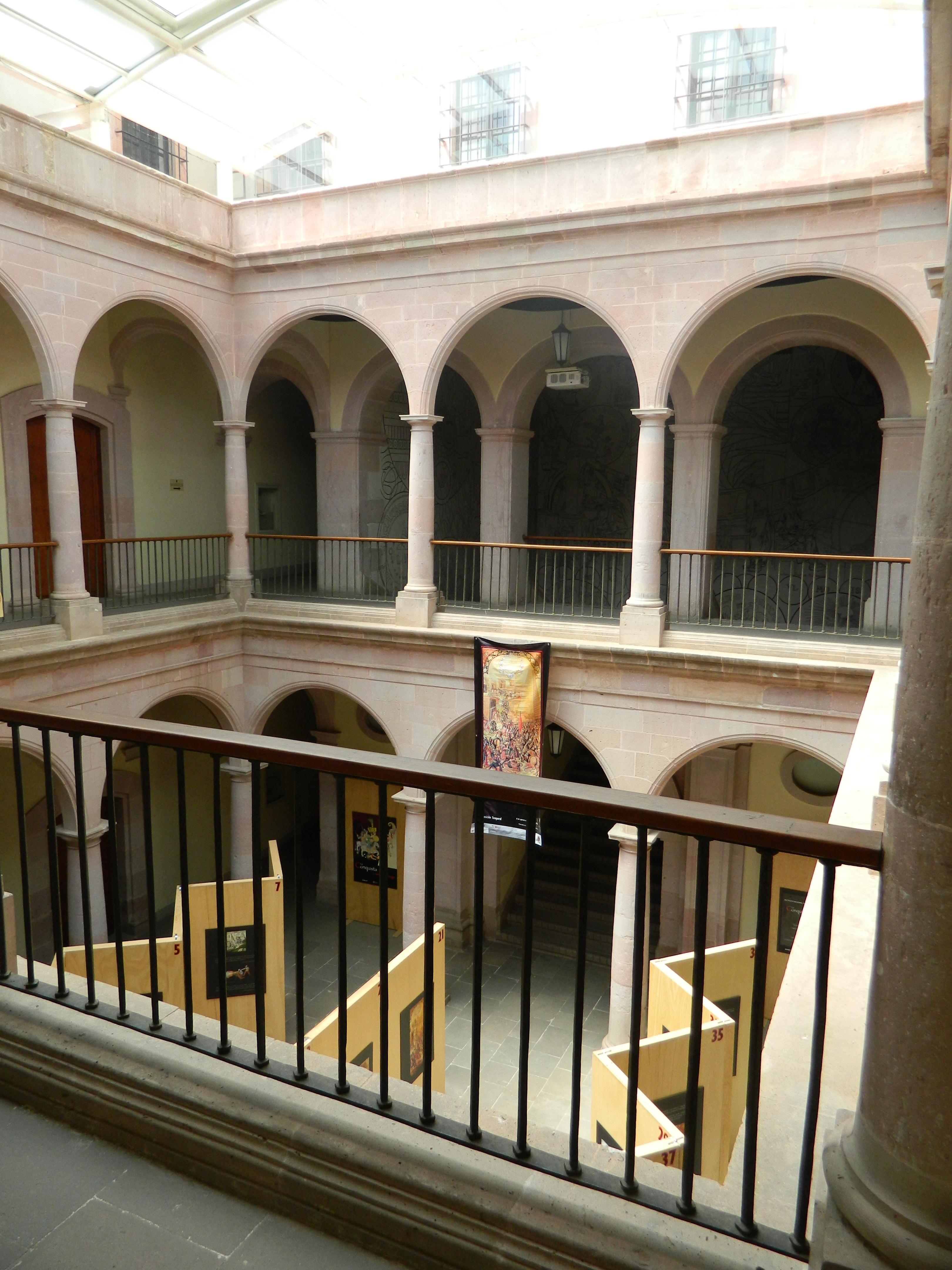 Casas con patio interior amazing montaje de patio en la for Casas con patio interior
