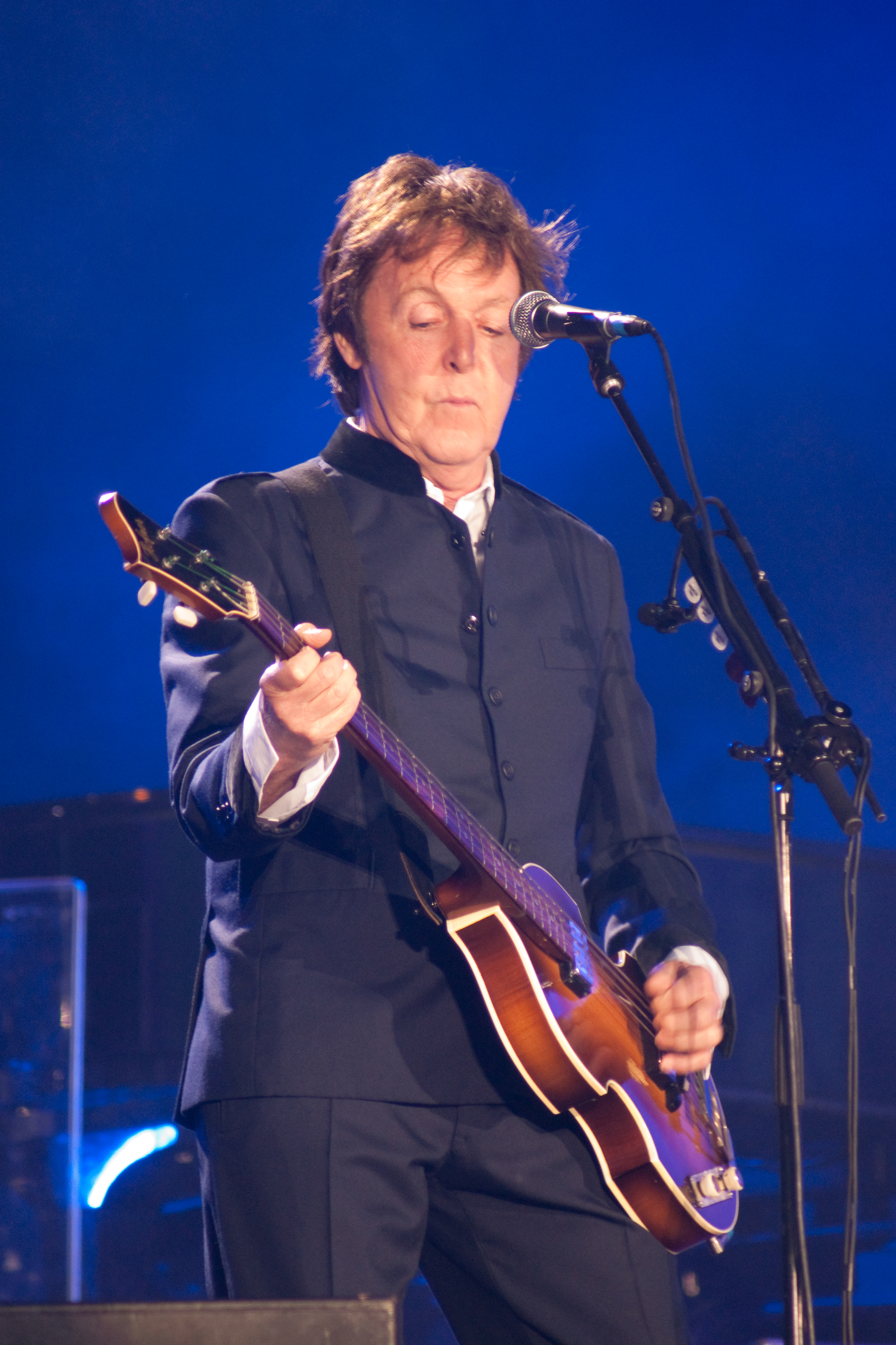 FilePaul McCartney Black Suit Live 2010