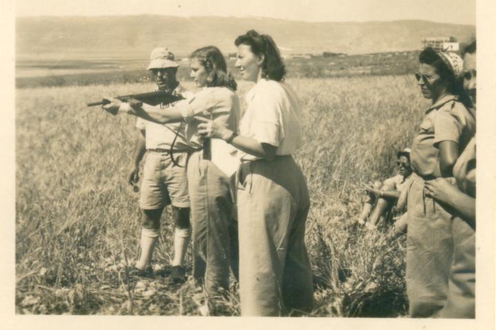 בנות כפר אתא באימוני ירי