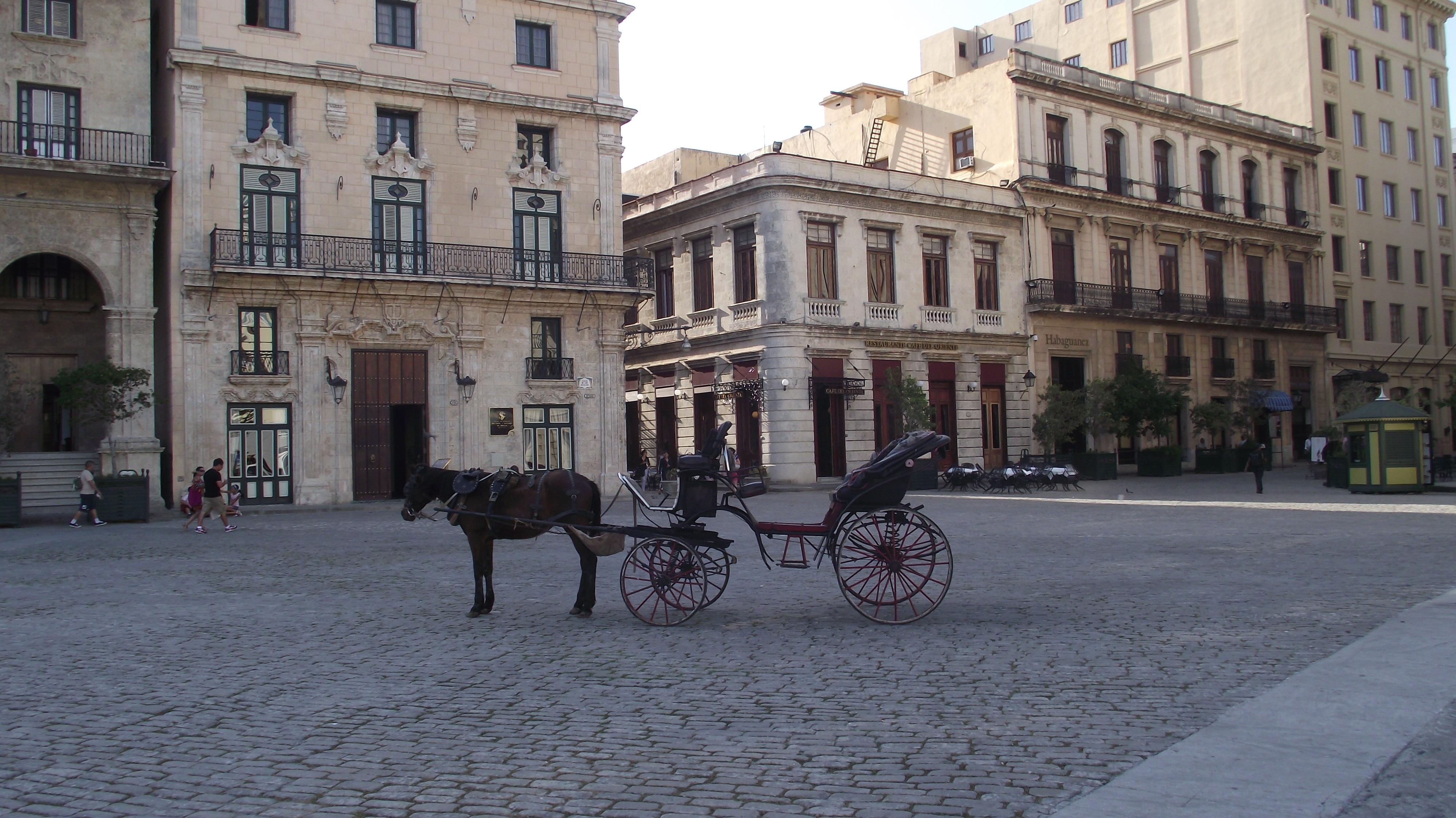 File:Plaza en la Habana Vieja.JPG - Wikimedia Commons