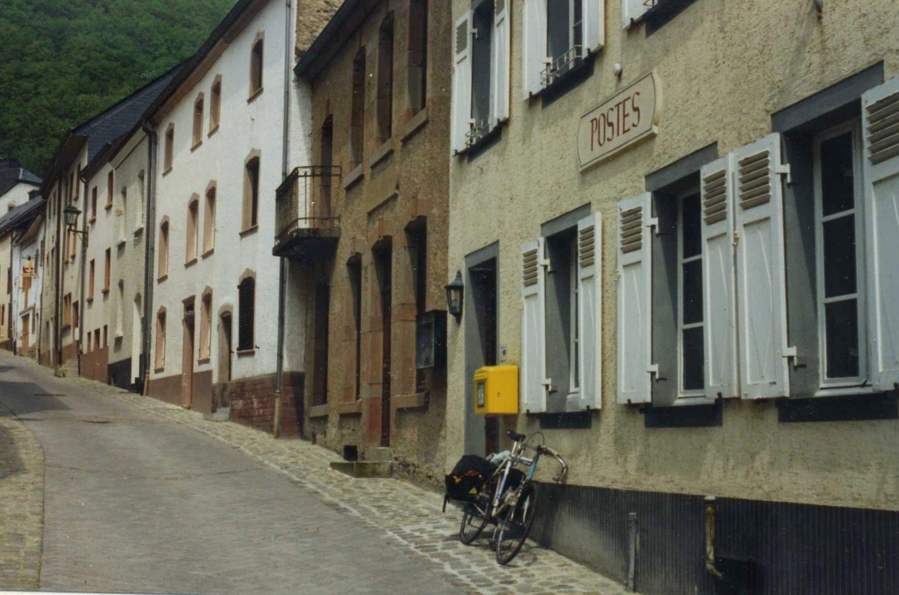 bureau de poste gare du luxembourg. Black Bedroom Furniture Sets. Home Design Ideas