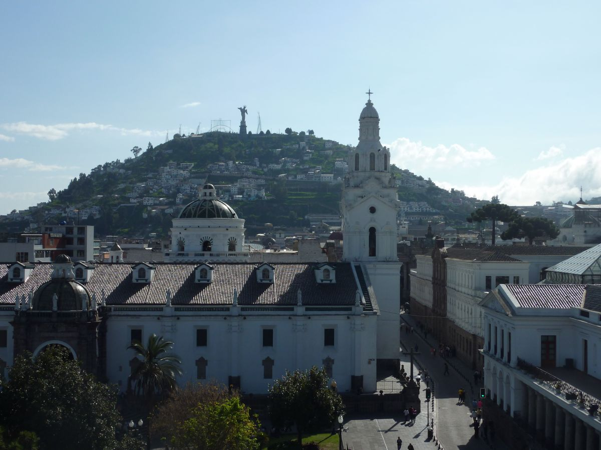 Quito-Catedral-Panecillo-01.jpg