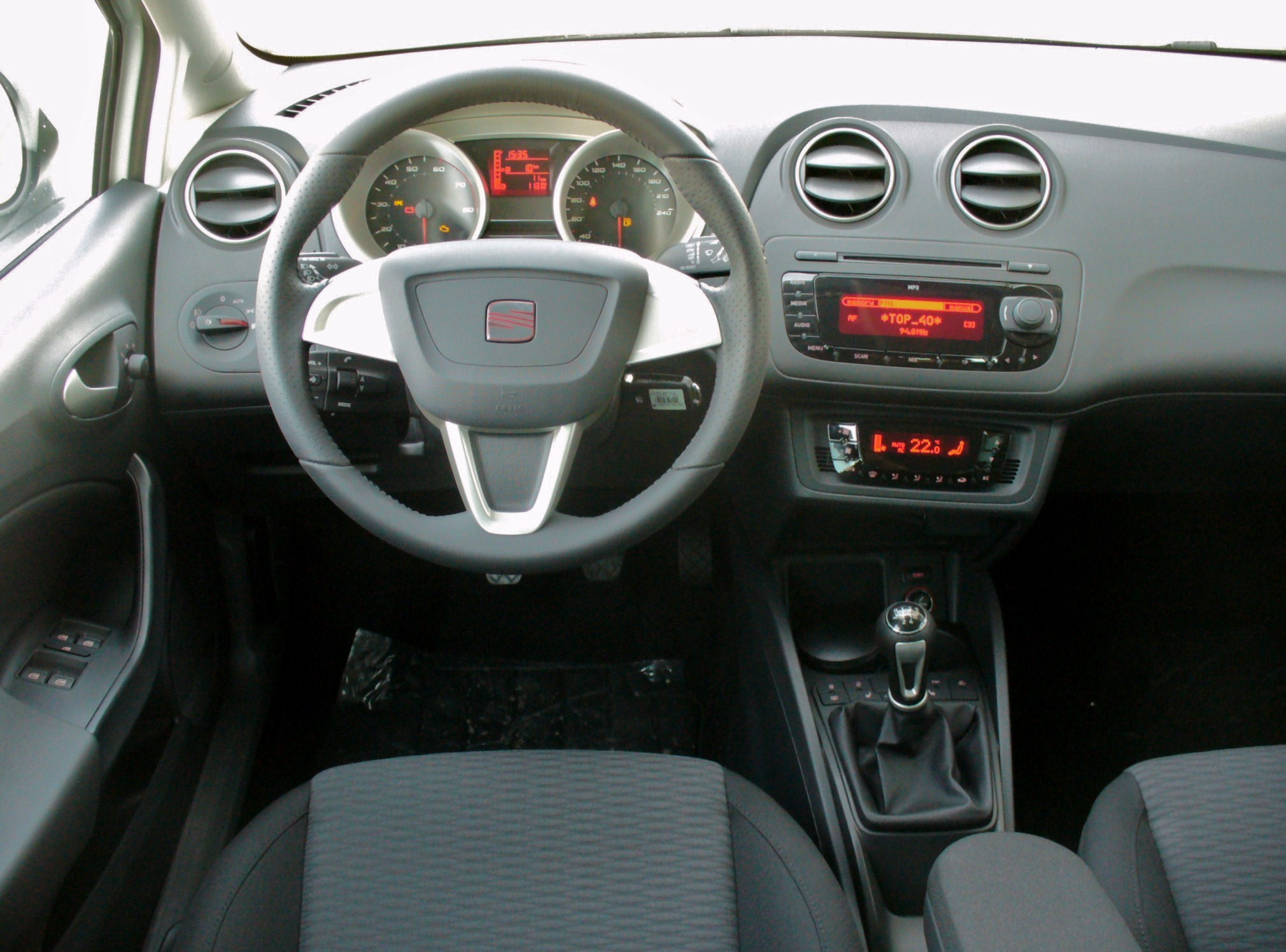 file seat ibiza 6j st 1 2 tsi ecomotive sport candywei interieur jpg wikimedia commons. Black Bedroom Furniture Sets. Home Design Ideas