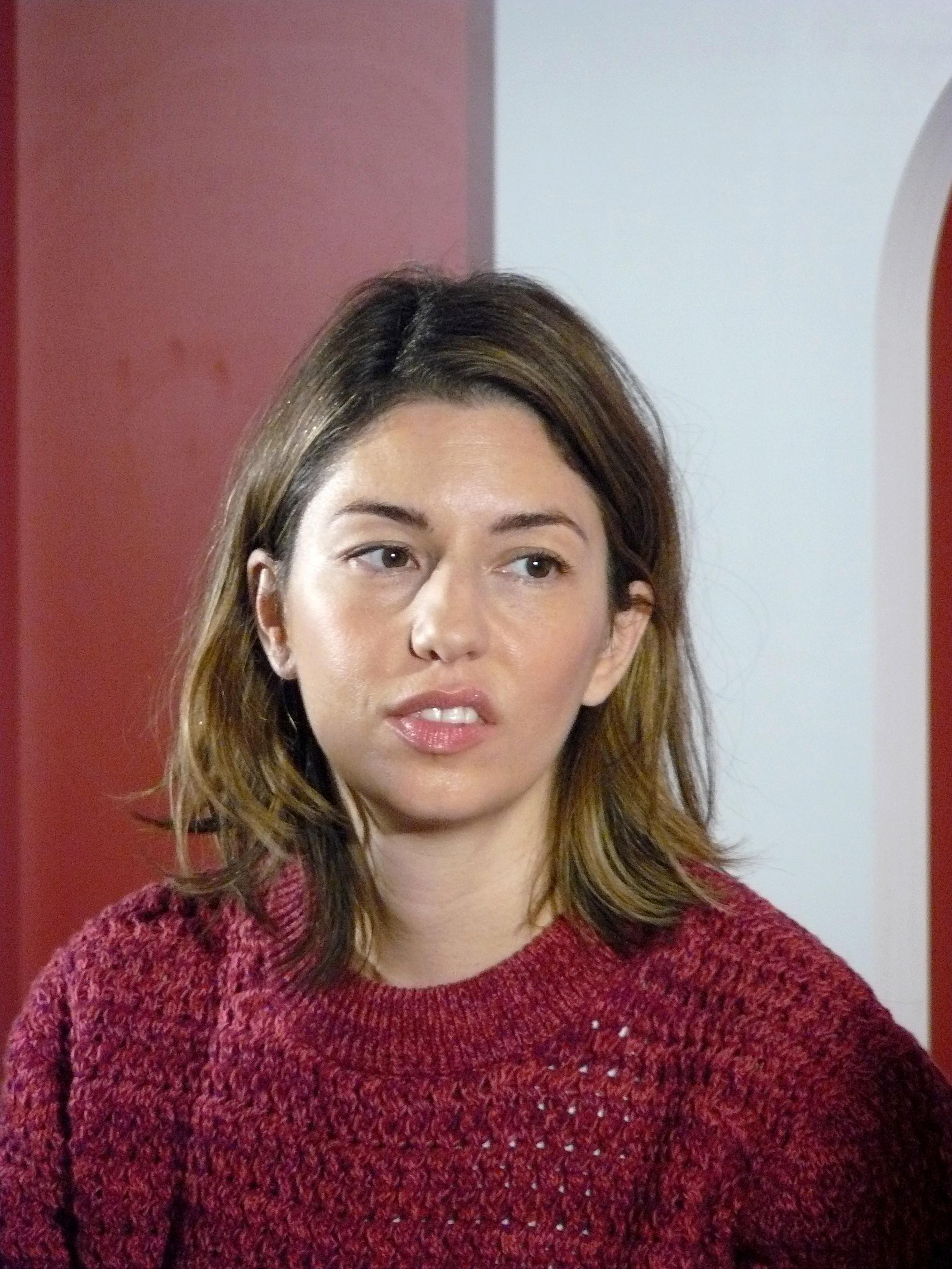 http://upload.wikimedia.org/wikipedia/commons/9/98/Sofia_Coppola_2010_e.jpg