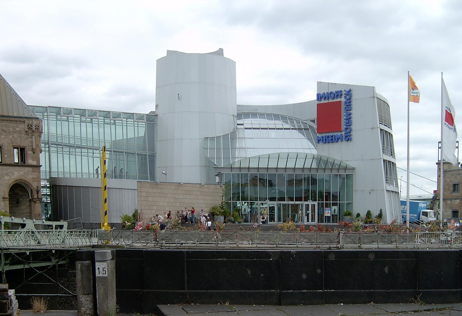 Das Schokoladenmuseum im revitalisierten Rheinauhafen, Oktober 2004