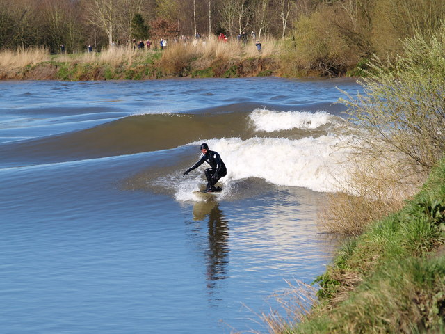 File Surfing The Severn Bore Minsterworth 21 3 07