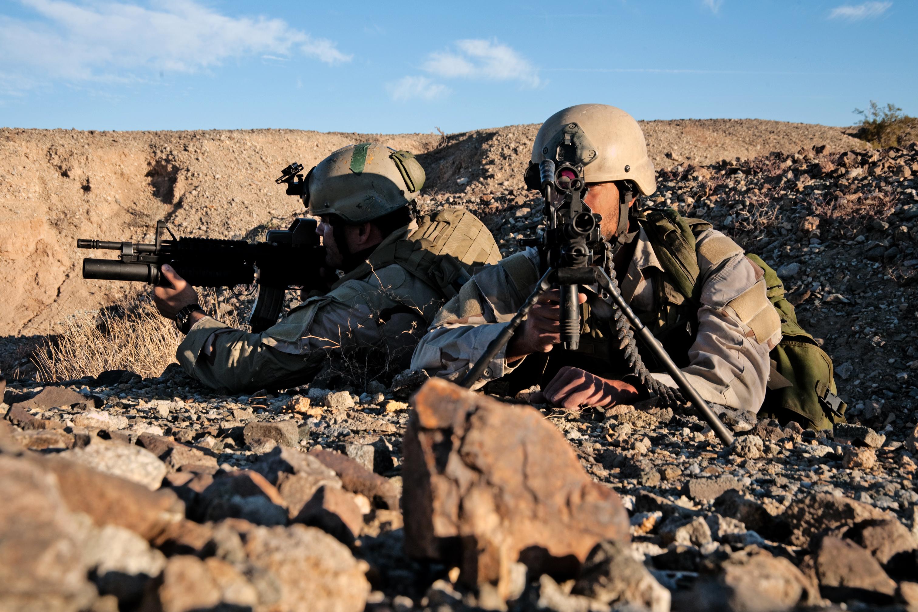 https://upload.wikimedia.org/wikipedia/commons/9/98/United_States_Navy_SEALs_319.jpg