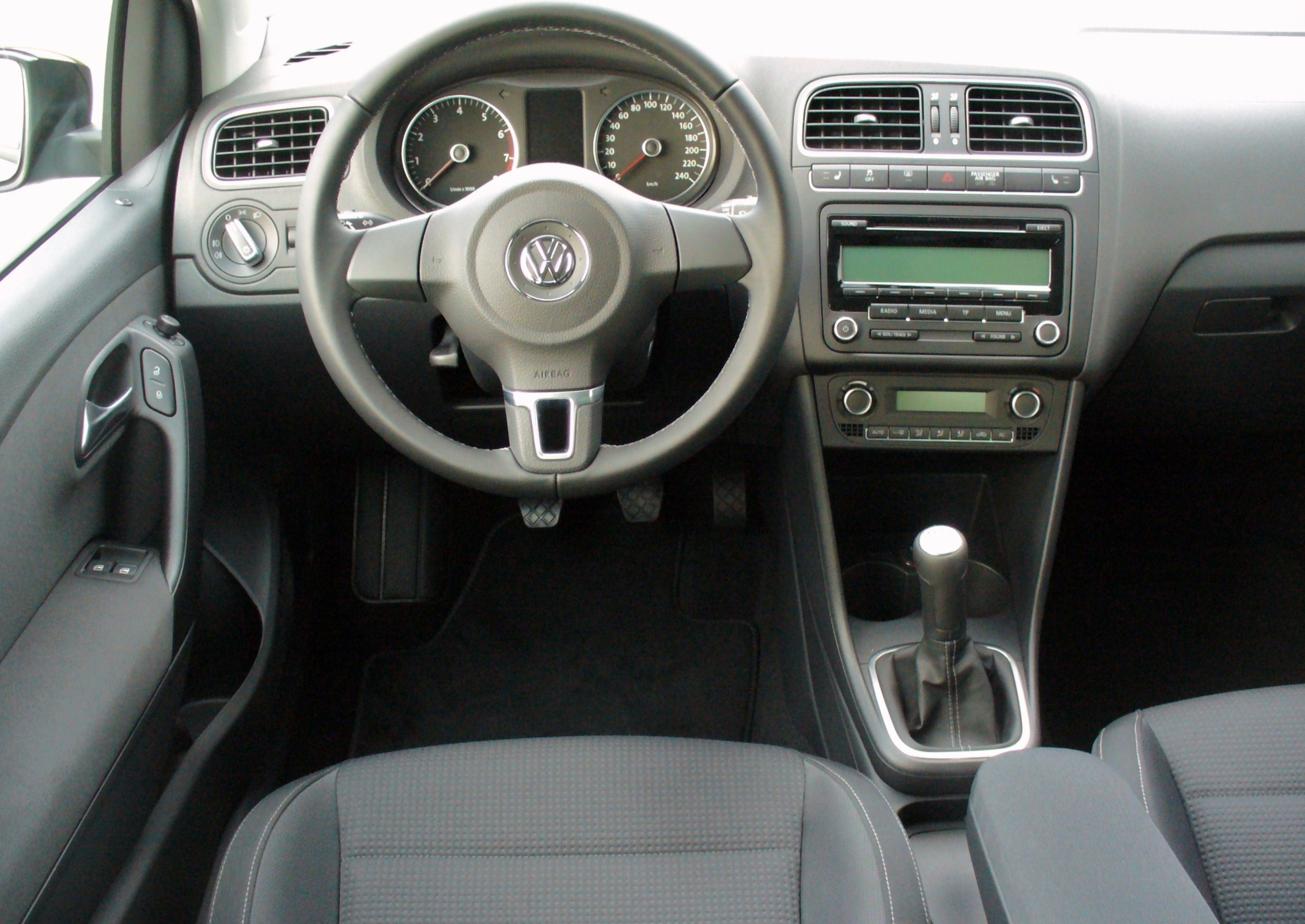 file vw polo v 1 2 tsi team deepblack interieur jpg. Black Bedroom Furniture Sets. Home Design Ideas