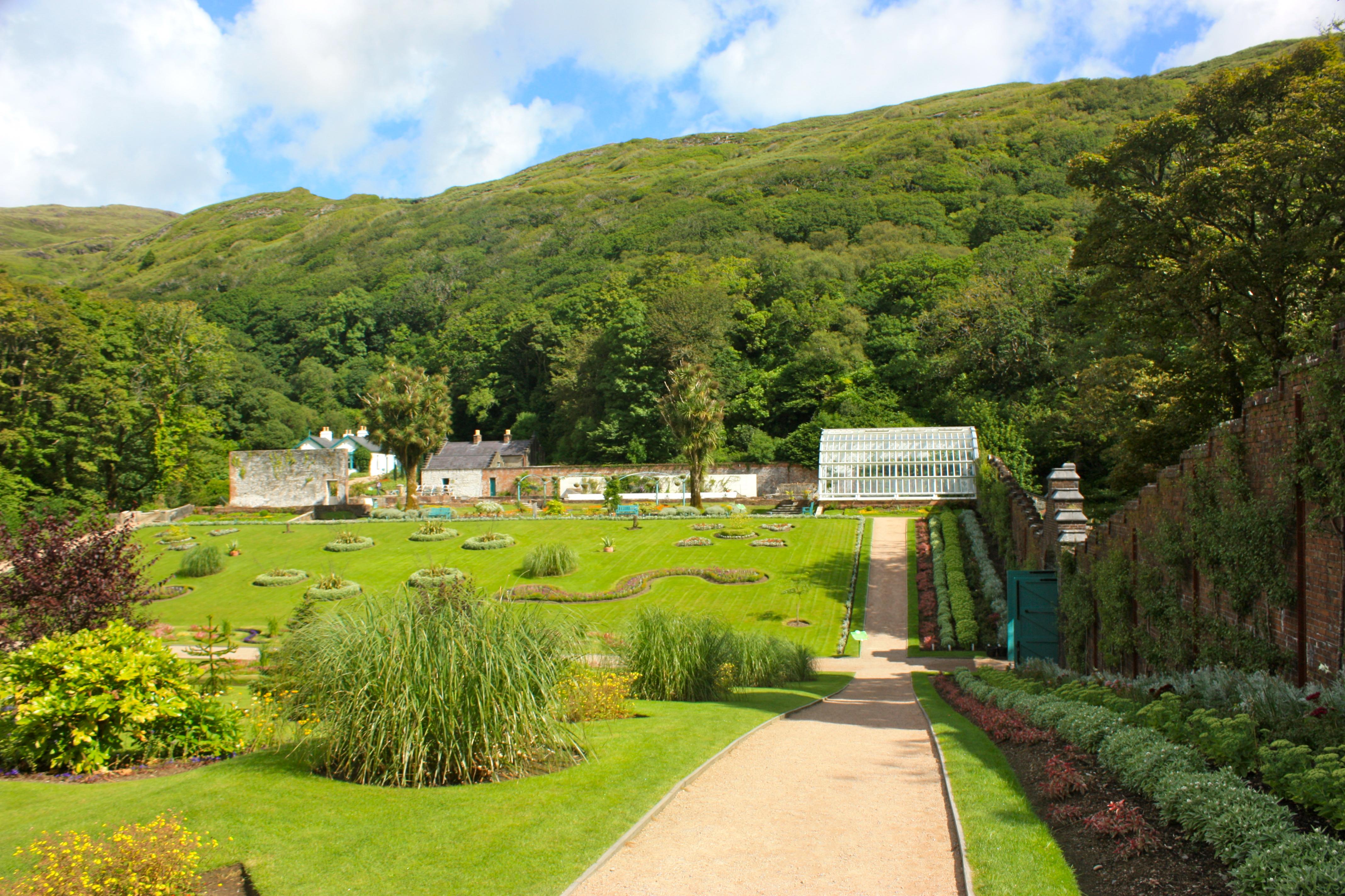 File walled victorian gardens1 kylemore abbey connemara - Free garden plans ireland ...