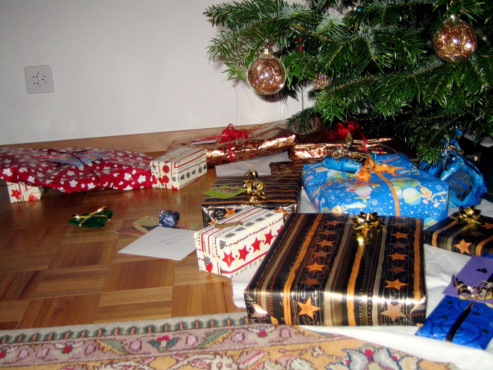 weihnachtsgeschenk wiktionary. Black Bedroom Furniture Sets. Home Design Ideas