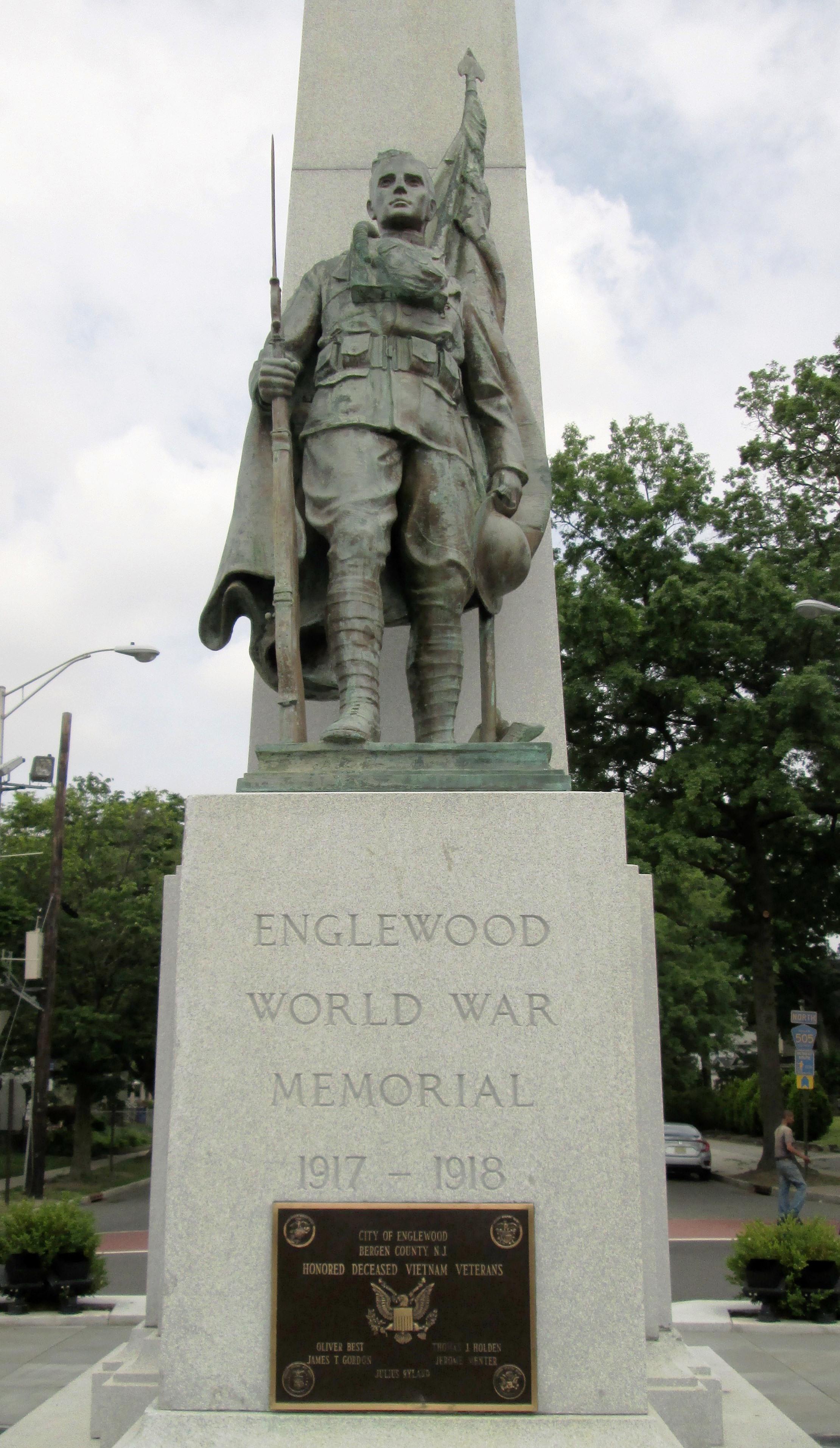 File:World War Memorial closeup, Englewood, New Jersey.jpg ...