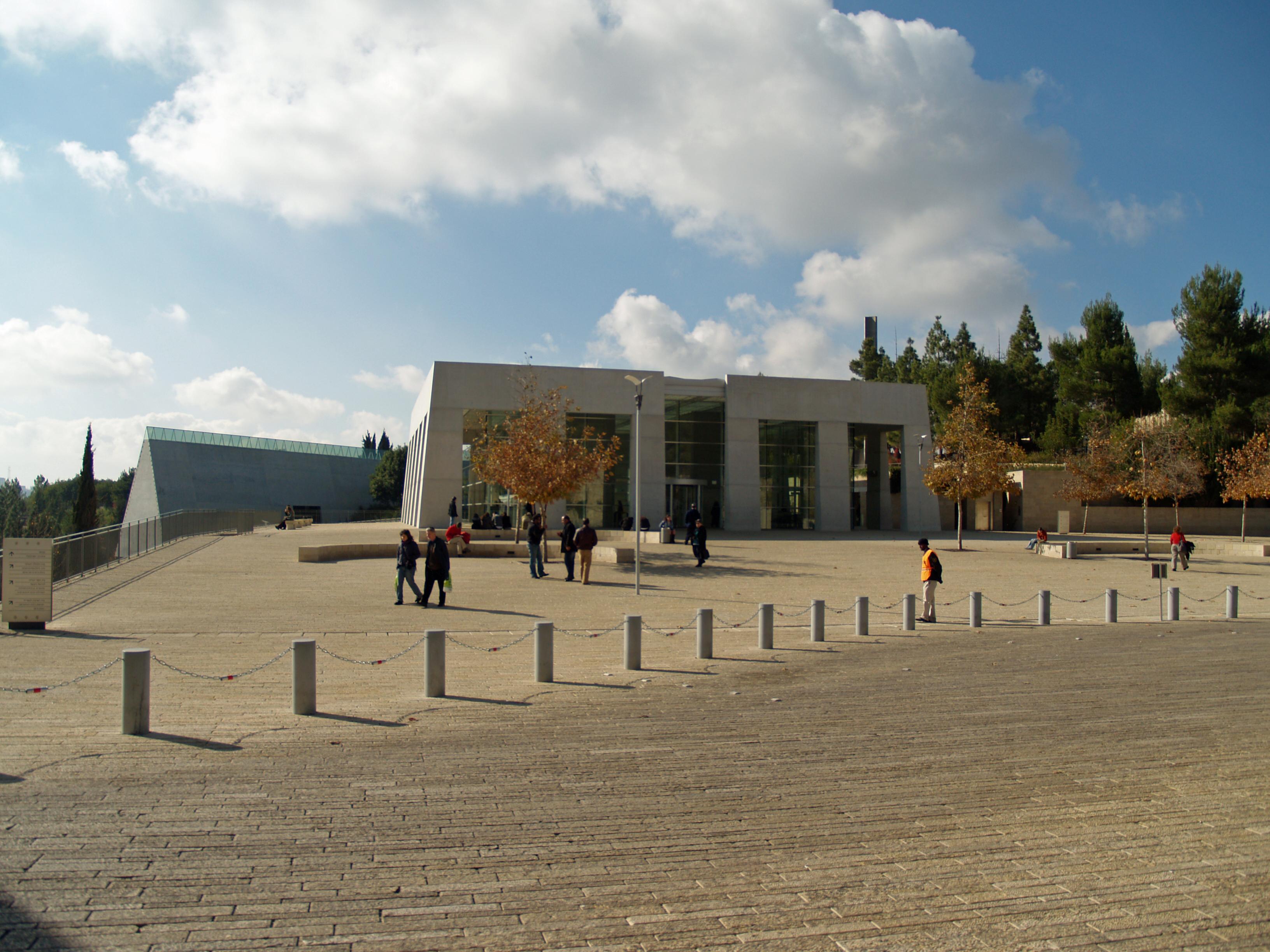 Yad Vashem exterior by David Shankbone.jpg
