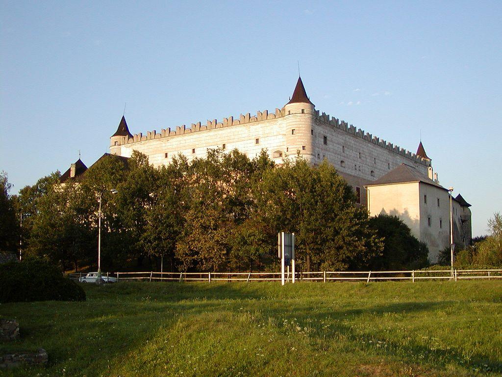 http://upload.wikimedia.org/wikipedia/commons/9/98/Zvolen_hrad.jpg