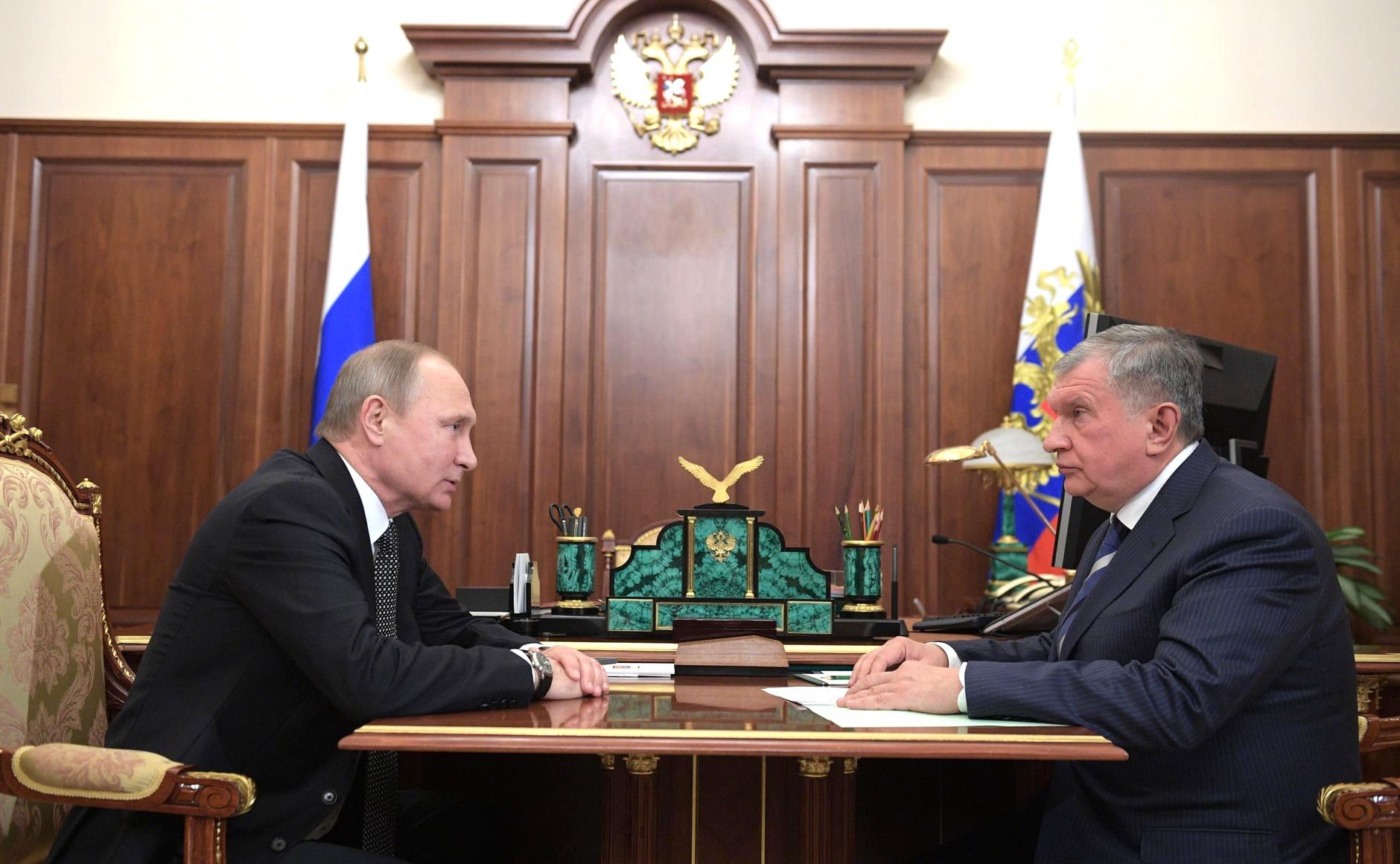 Сечин отметил аккуратность Путина в принятии решений