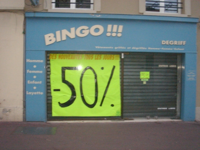 Fichier:07377 boutique soldes.jpg