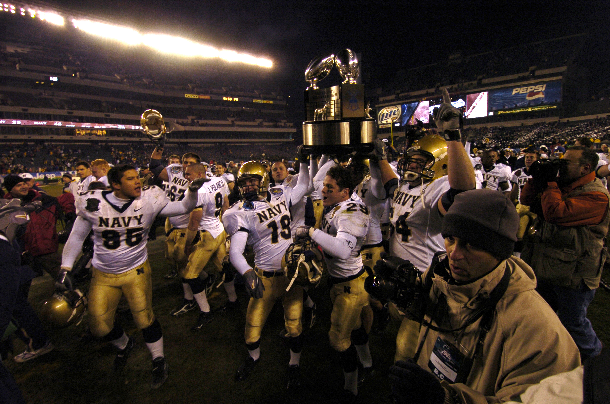 bc20577d7 File 2005 Army Navy Game Winners.jpg - Wikimedia Commons