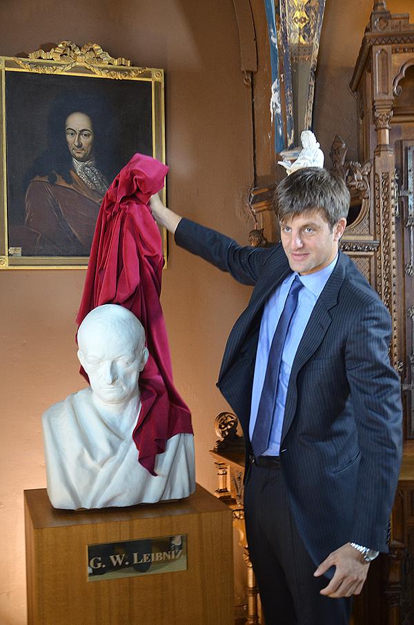 2016-09-12 Pressekonferenz Leibniz Büste Schloss Marienburg (206) Schlossherr Ernst August von Hannover bei der Enthüllung.jpg