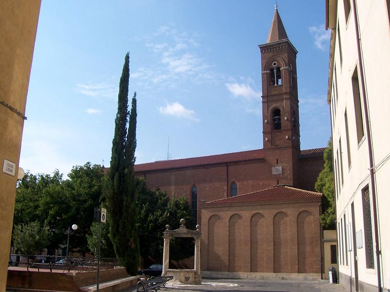 Grosseto, Chiesa di San Francesco, il fianco della chiesa con il campanile