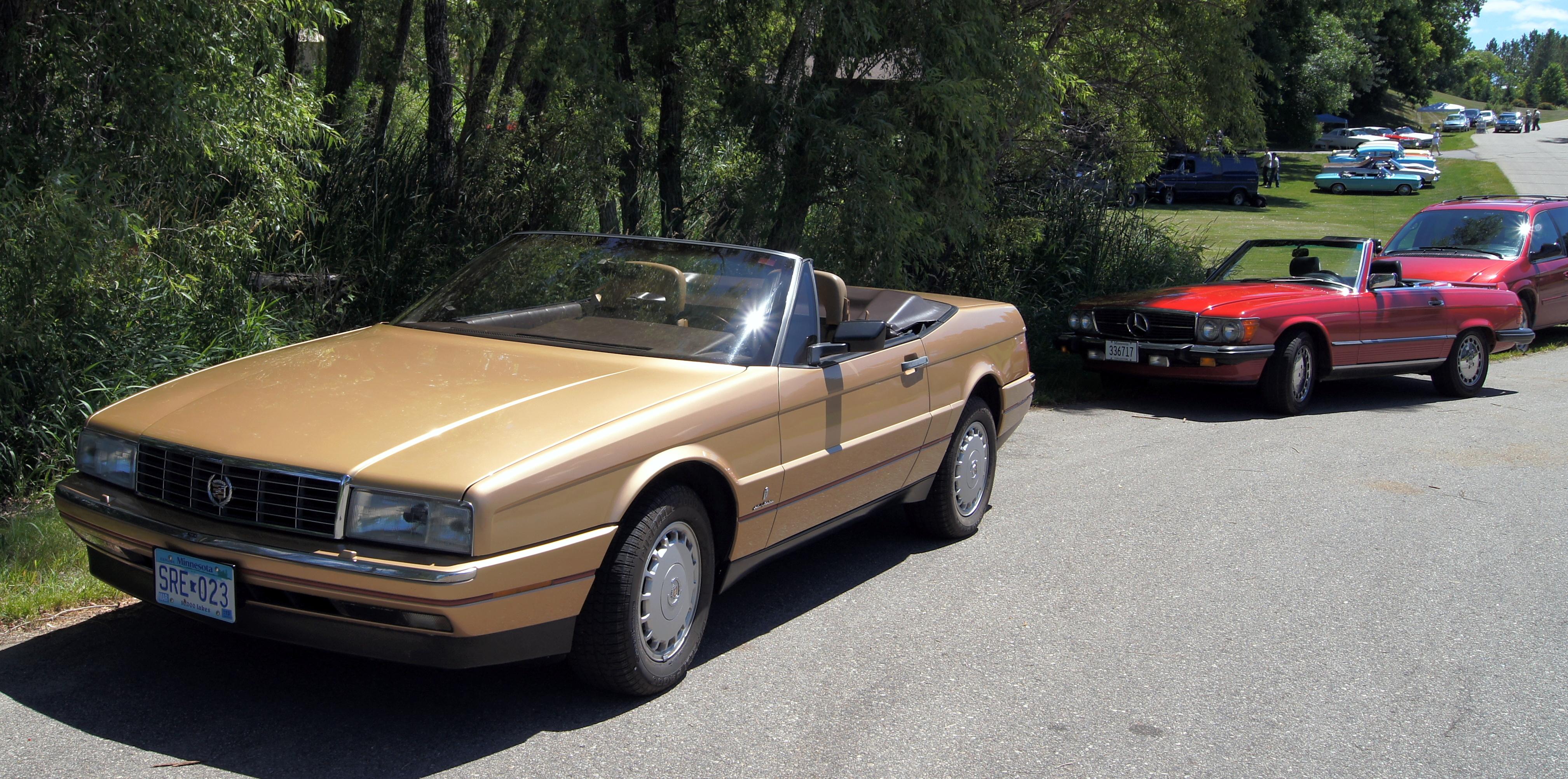 File:88 Mercedes 560 SL & 87 Cadillac Allante (9456393616).jpg ...