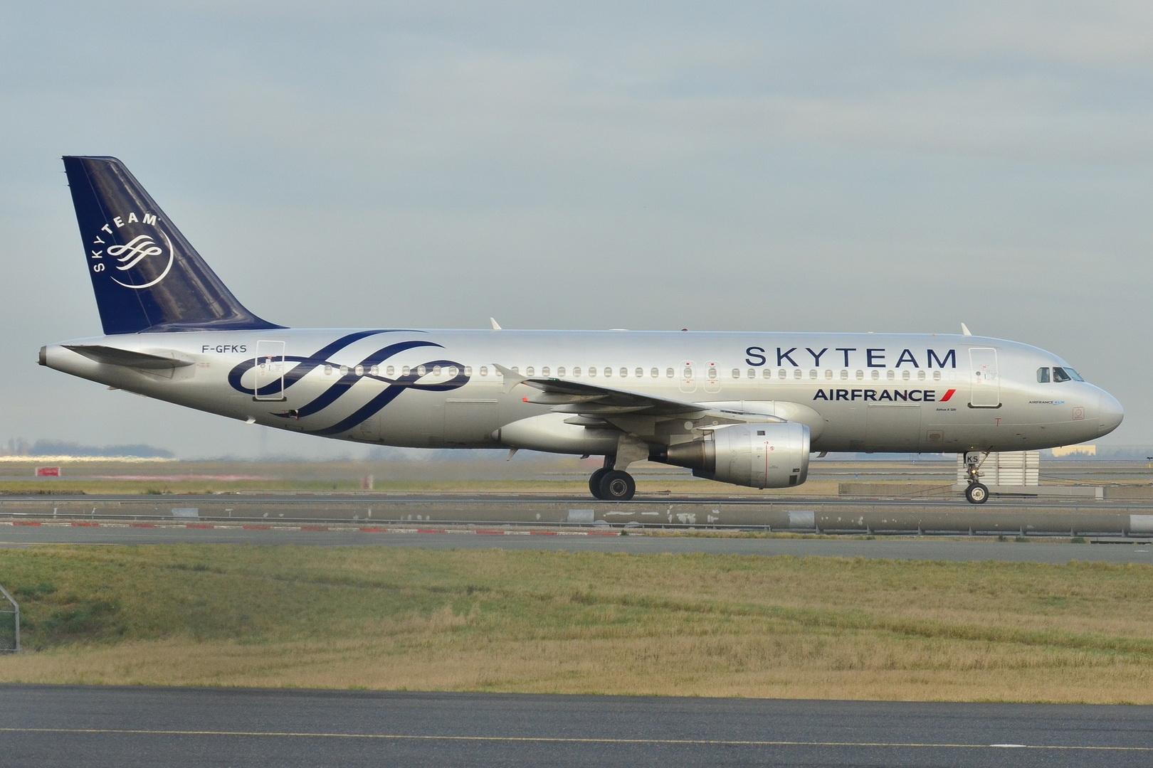 File airbus a320 200 air france skyteam cs afr f gfks for Airbus a320 air france interieur