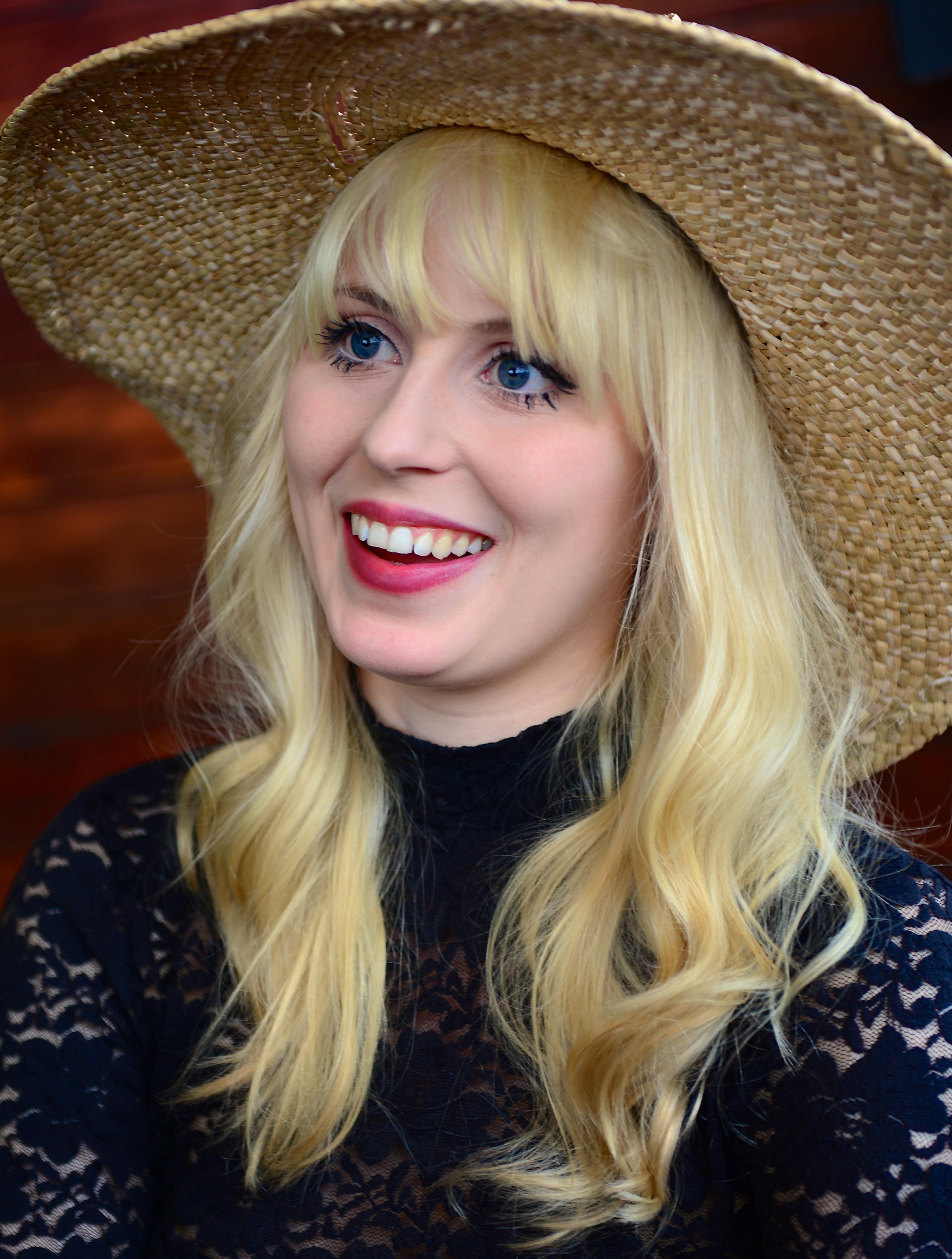 Amanda Jenssen httpsuploadwikimediaorgwikipediacommons99