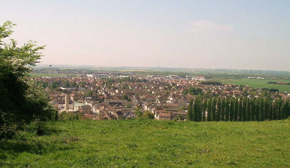 Le bourg et la plaine de Caen vus des hauteurs nord-ouest.