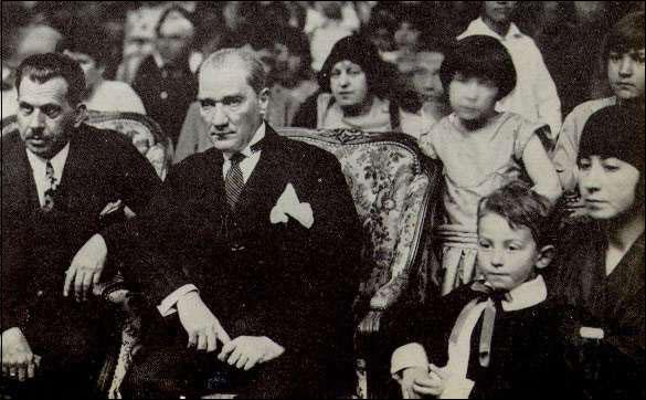 Mustafa Kemal Atatürk April 23 children ile ilgili görsel sonucu