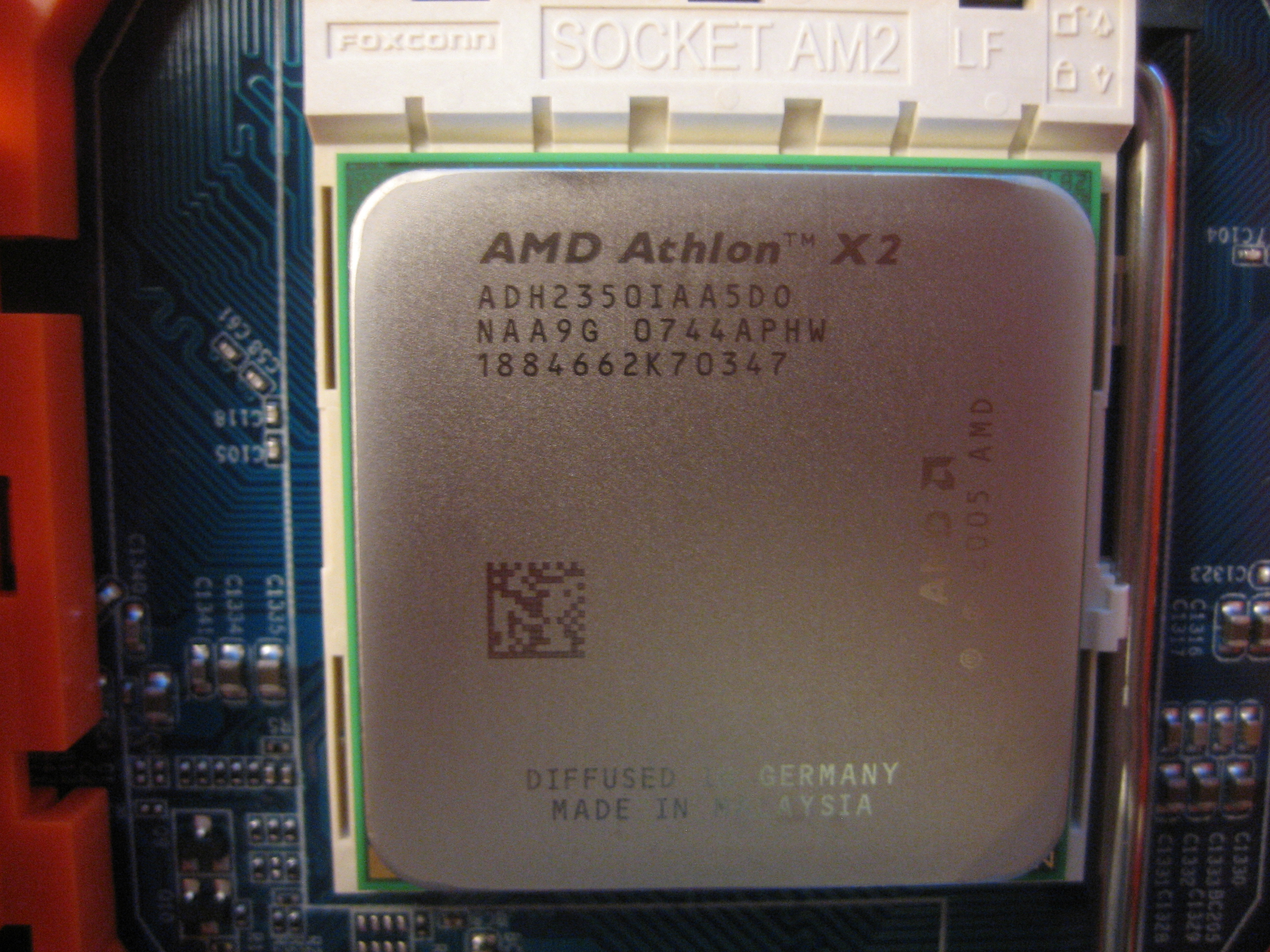 b57d5ced017 File Athlon 64 X2 BE-2350 (ADH2350IAA5DO) in Socket AM2-flickr - by-sa -  lancefisher.jpg