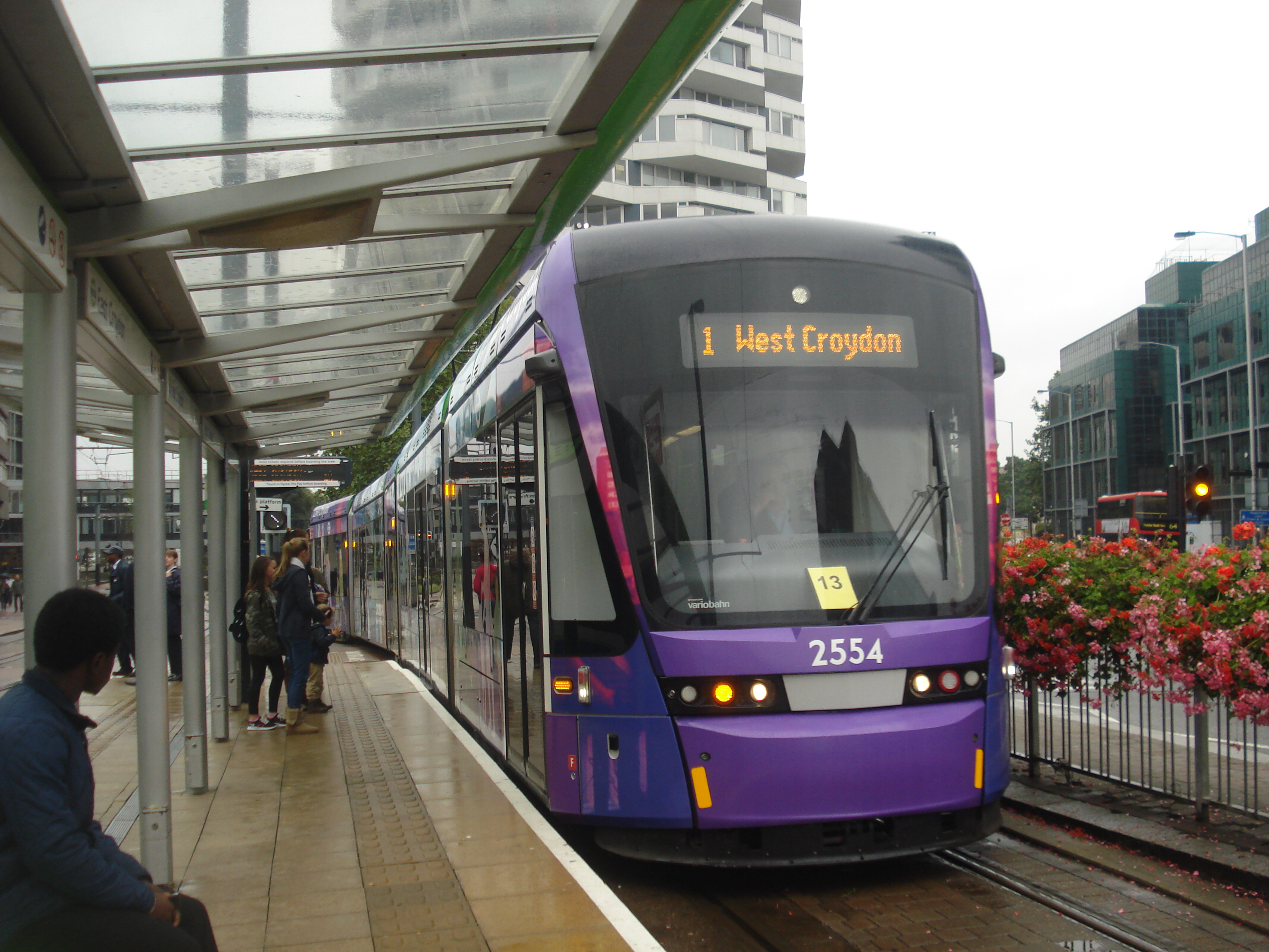 File:Au Morandarte Flickr Tramlink 2554 on Route 1, East Croydon  (9756278844)