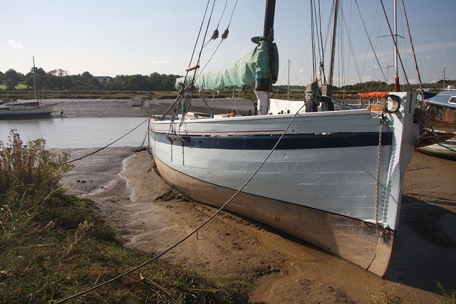 Boat at Wivenhoe Quay - geograph.org.uk - 999665