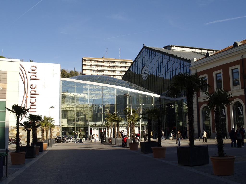 File Centro Comercial Principe Pio Entrada Jpg Wikimedia
