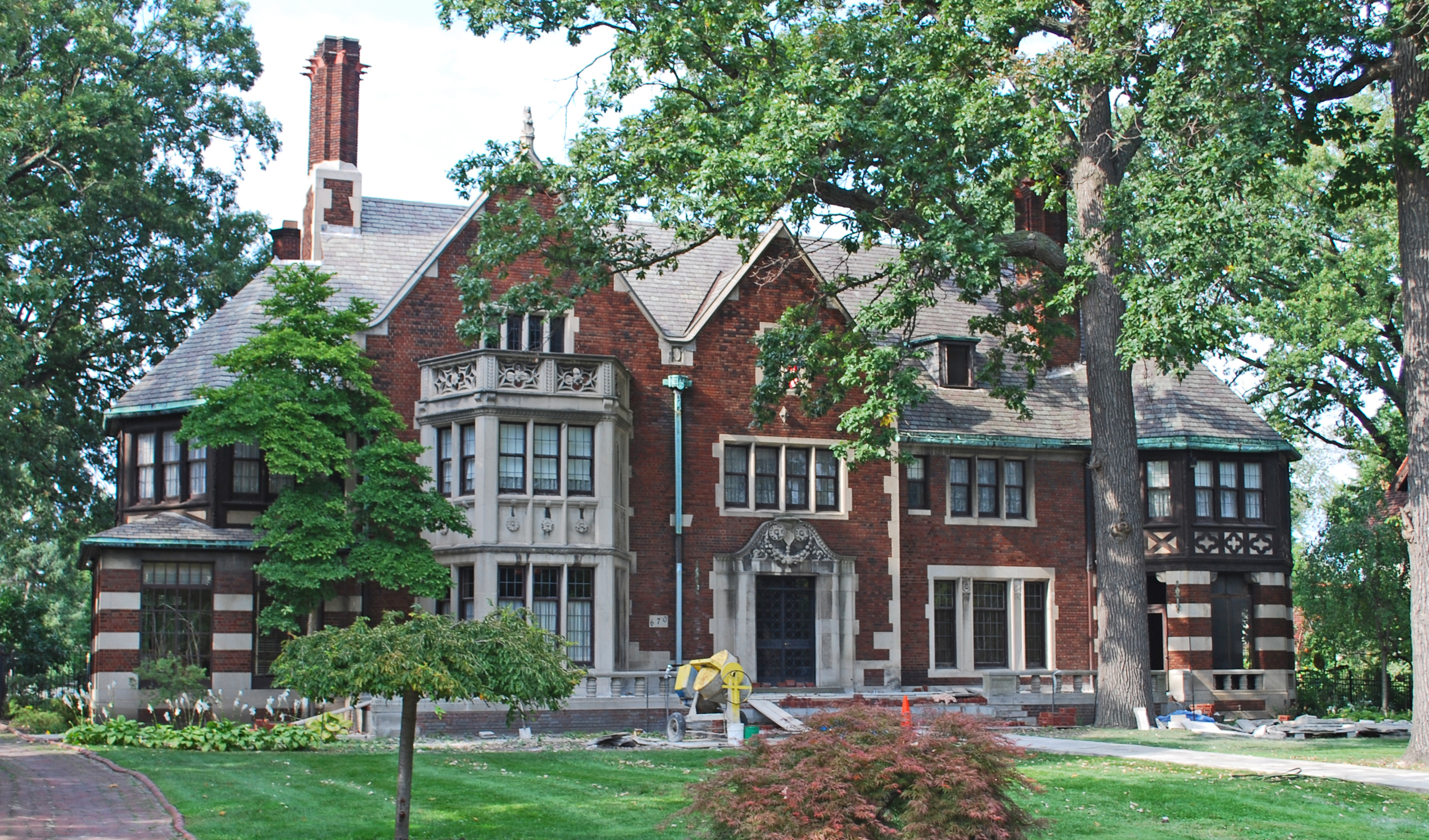Detroit architecture tudor fisher house house boston for Building a home in michigan